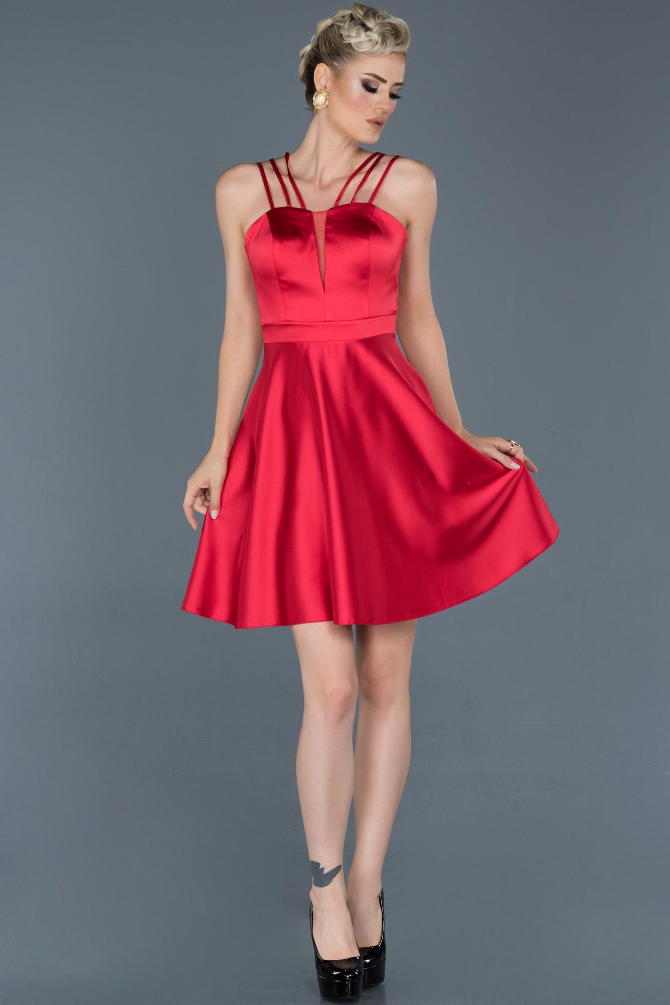 Kırmızı Kısa Saten Mezuniyet Elbisesi