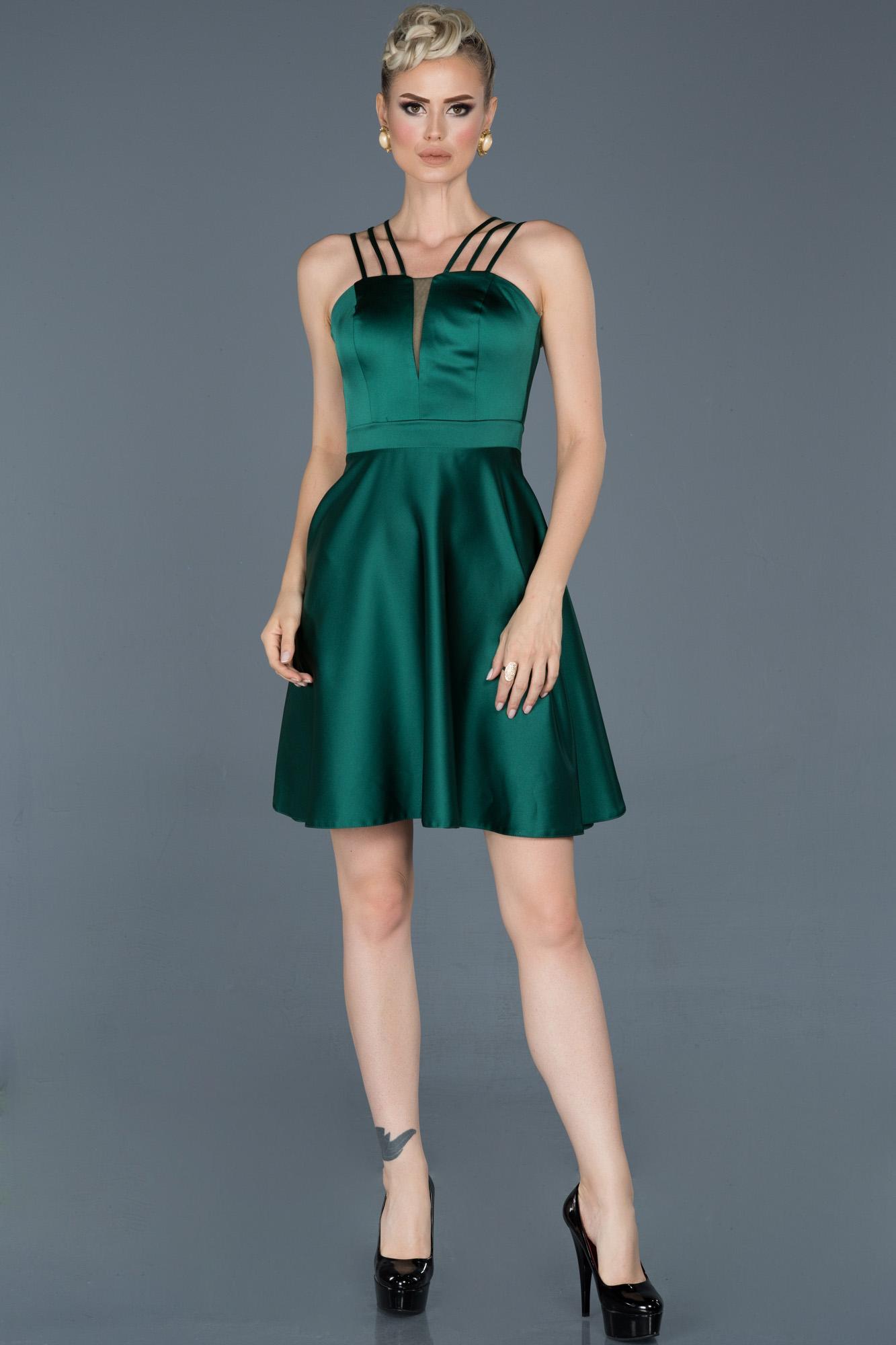 Zümrüt Yeşili Kısa Saten Mezuniyet Elbisesi