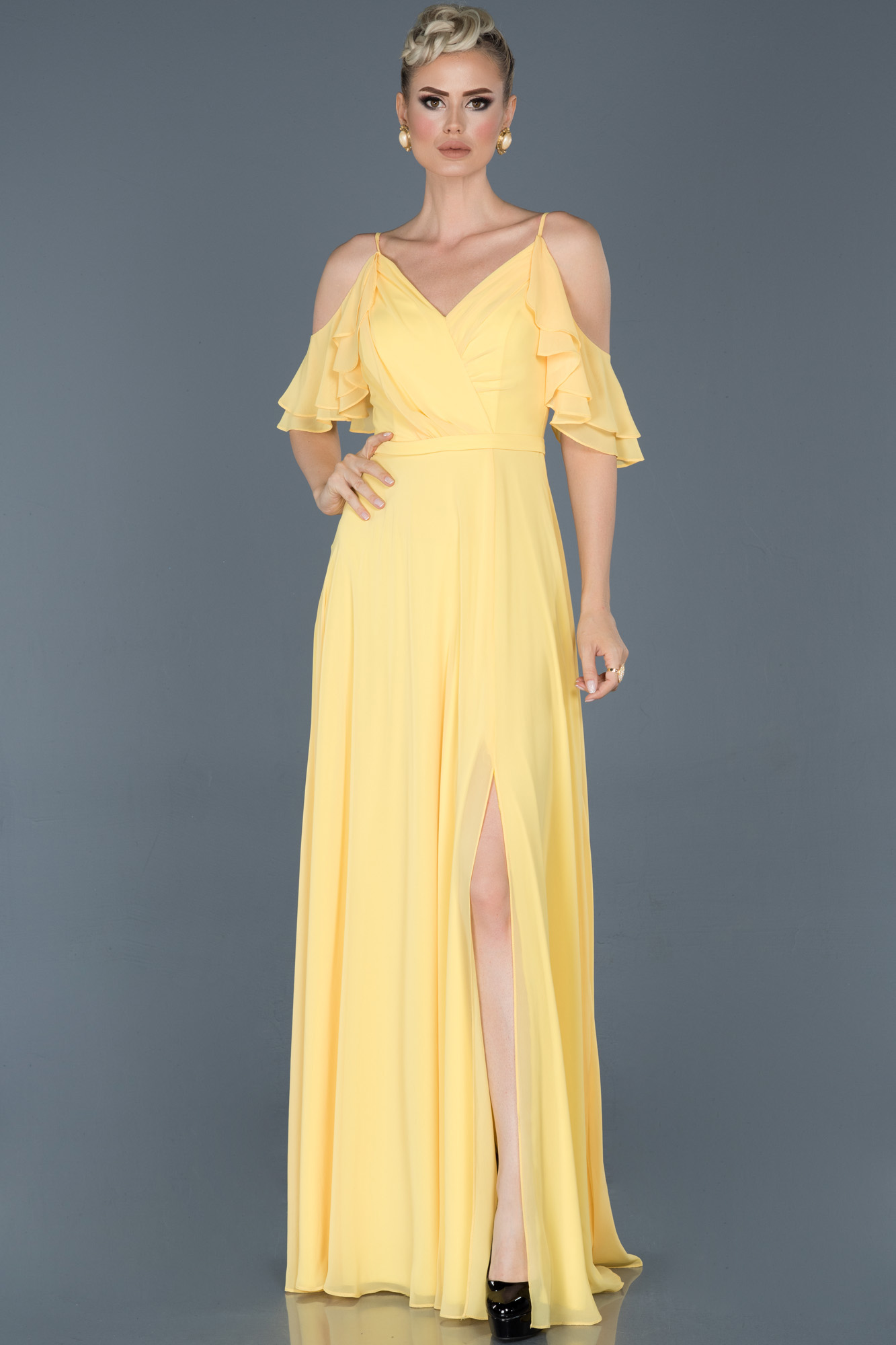 Sarı Uzun V Yaka Yırtmaçlı Abiye Elbise