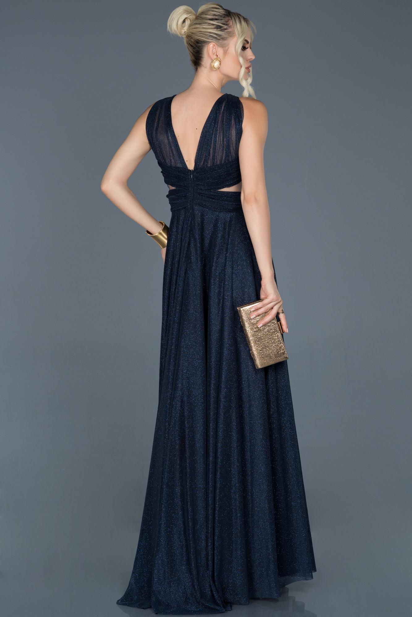 Lacivert Uzun Kolsuz Sırt Dekolteli Nişan Elbisesi