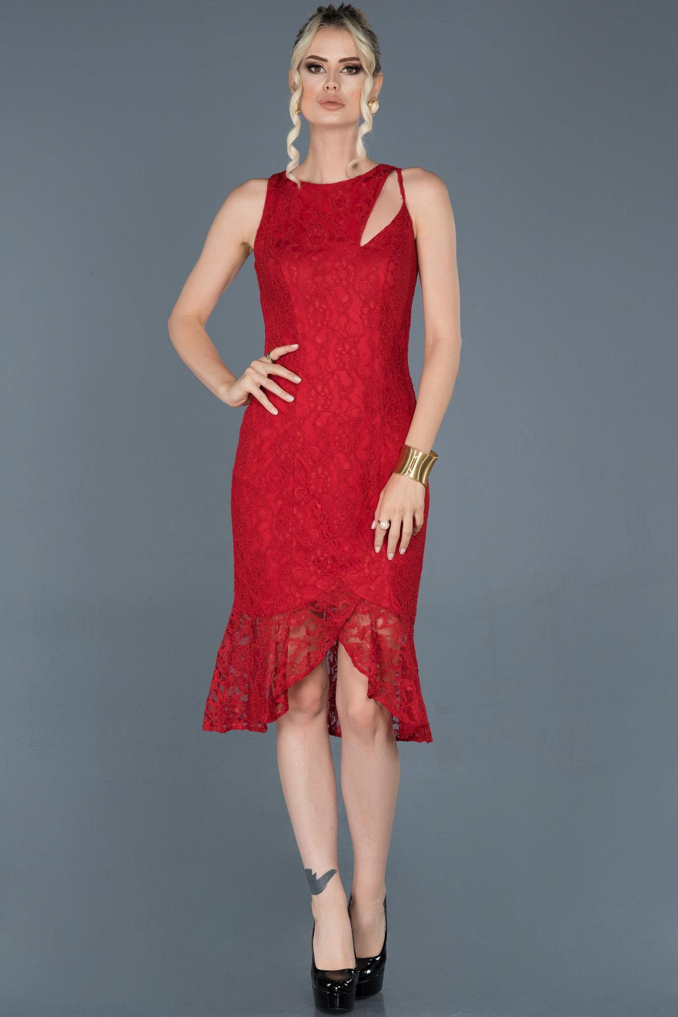 Kırmızı Kısa Önü Yırtmaçlı Güpürlü Davet Elbisesi