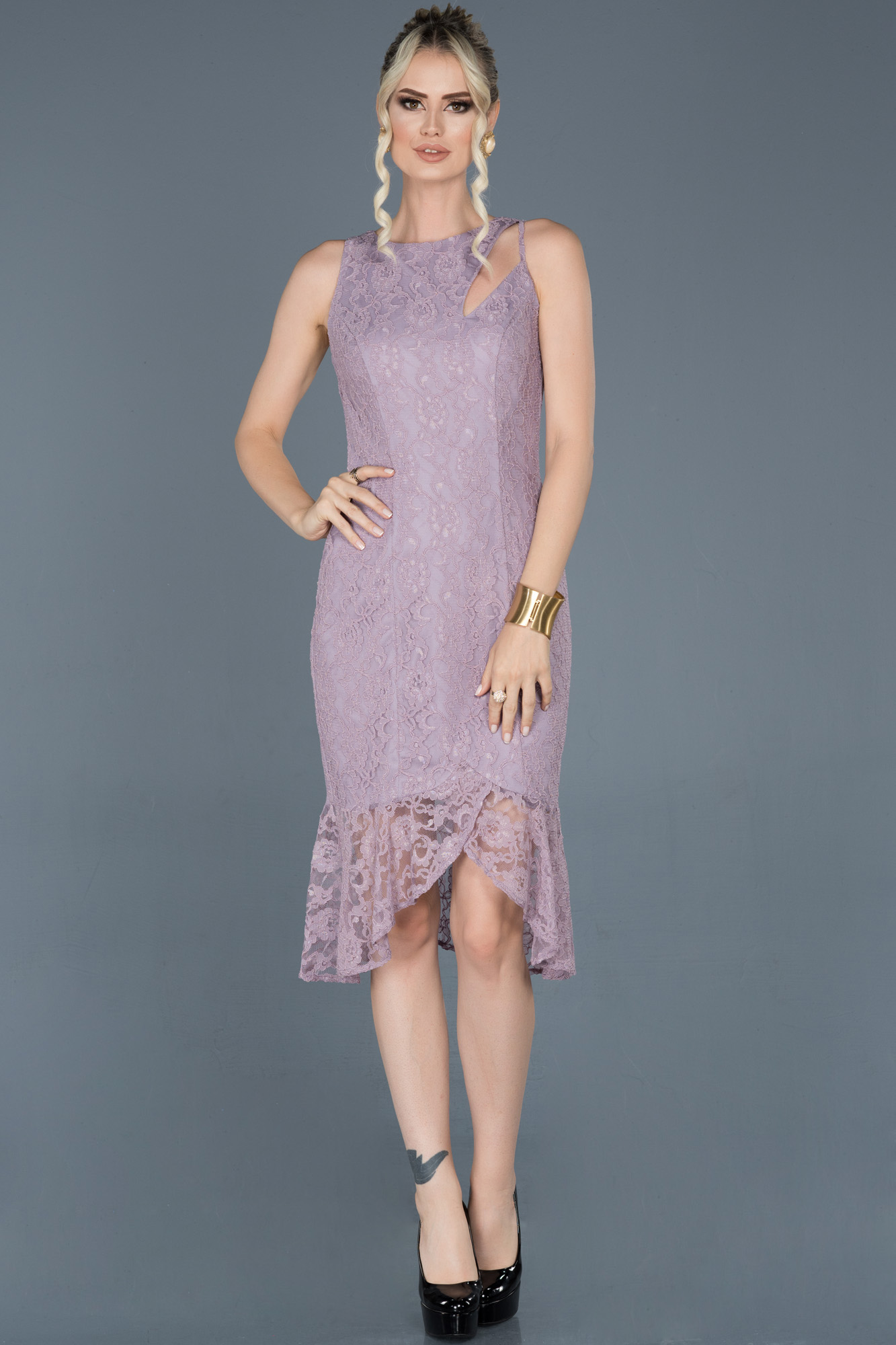 Lavanta Kısa Önü Yırtmaçlı Güpürlü Davet Elbisesi
