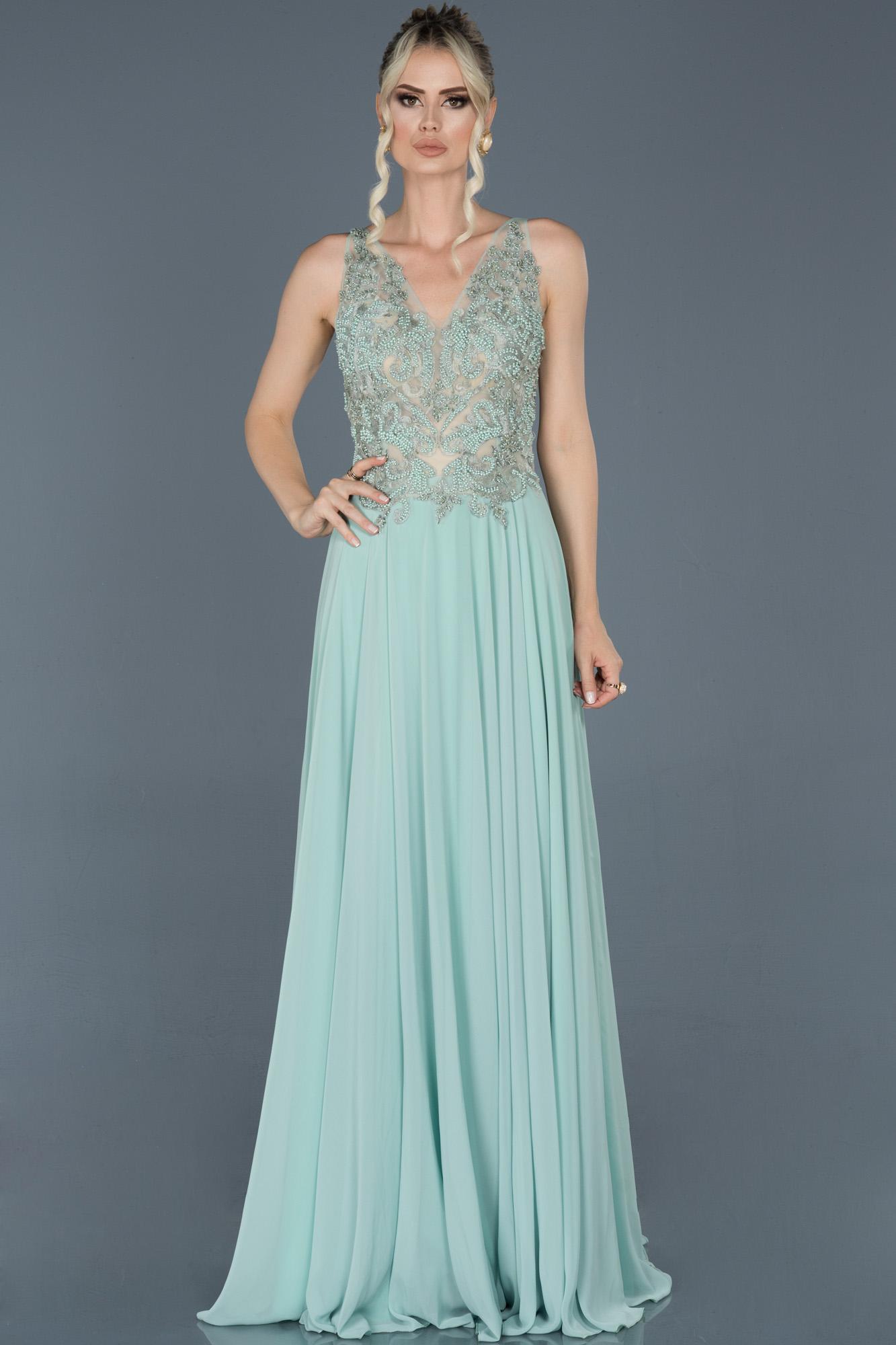 Yeşil Uzun Sırt Dekolteli Taşlı Nişan Elbisesi