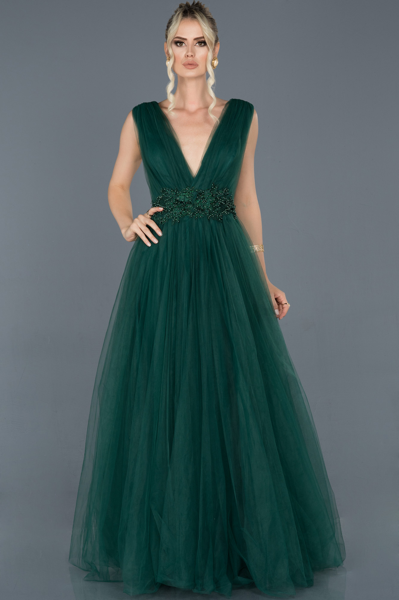 Zümrüt Yeşili Uzun Göğüs Dekolteli Tül Abiye Elbise