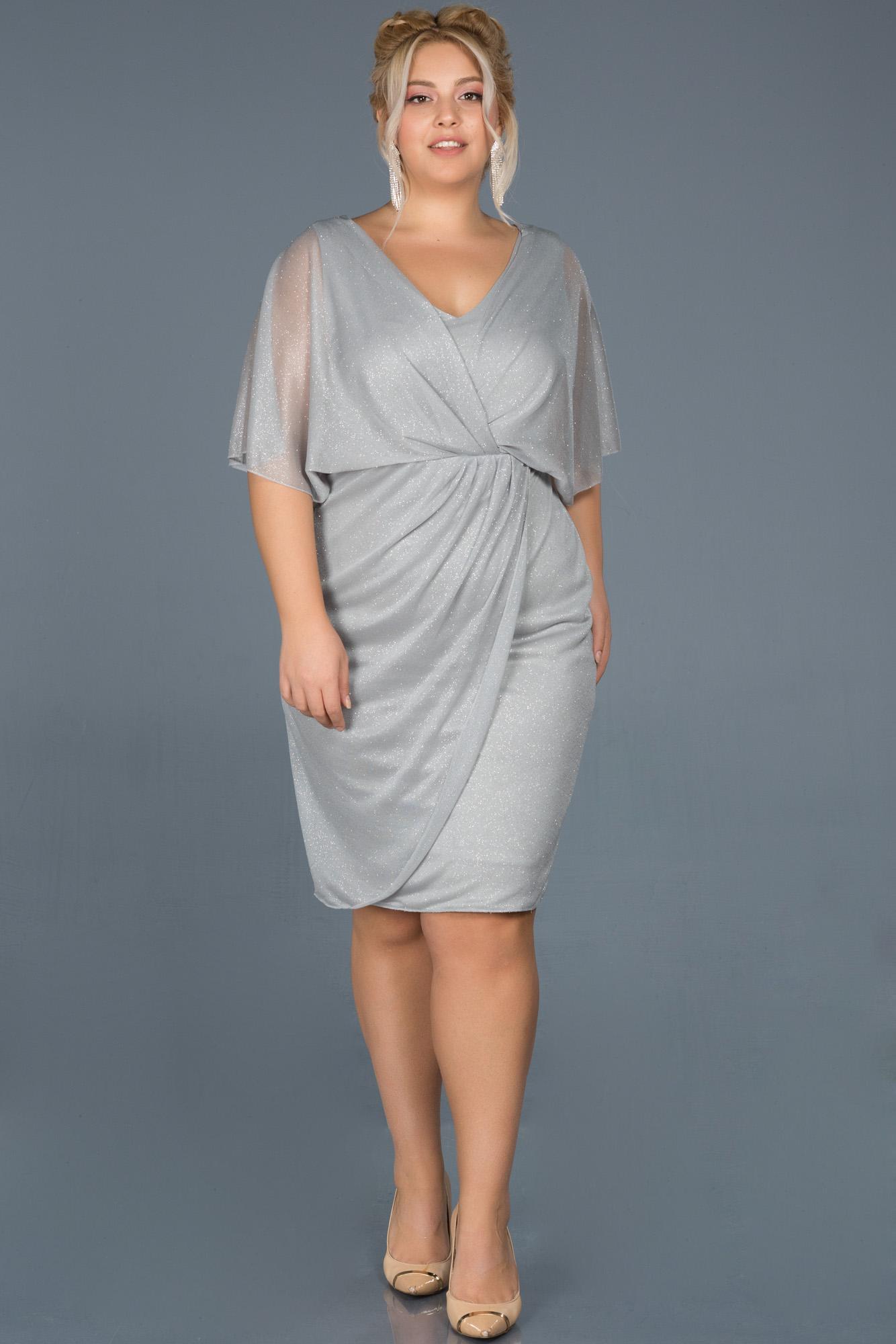 Gümüş Kısa Simli Yarım Kol Davet Elbisesi