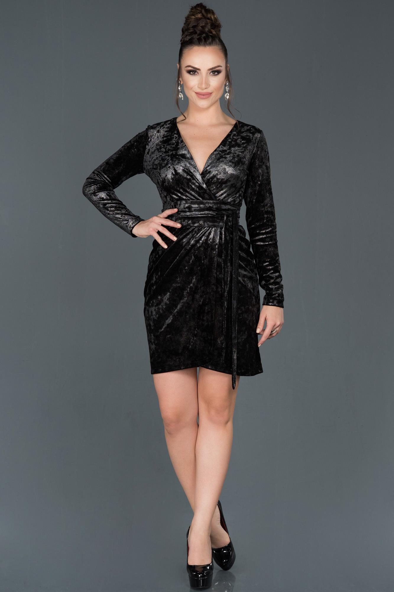Siyah Kısa Kruvaze Yaka Kadife Davet Elbisesi