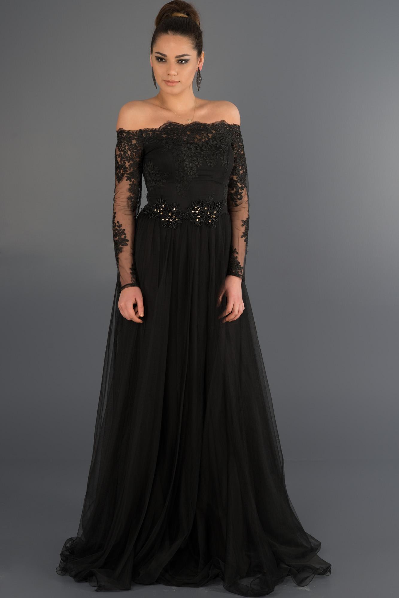 Siyah Dantelli Uzun Kollu Abiye Elbise