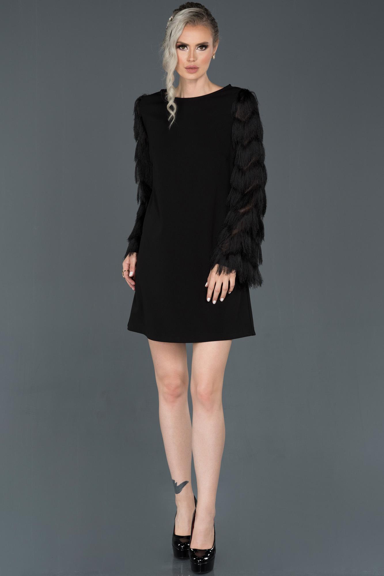Siyah Kısa Kolları Püsküllü Davet Elbisesi