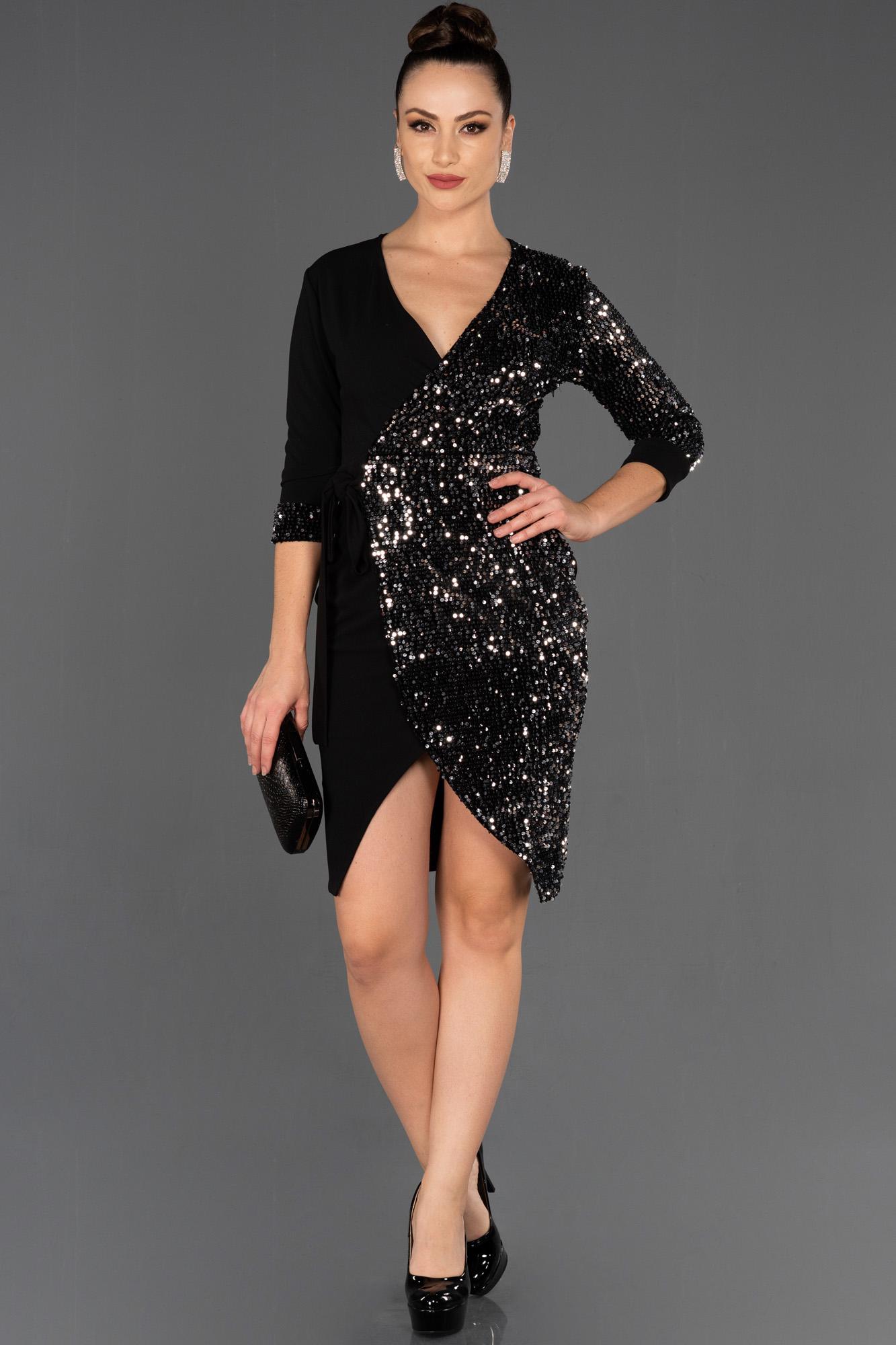 Siyah-Gümüş Kruvaze Yaka Davet Elbisesi
