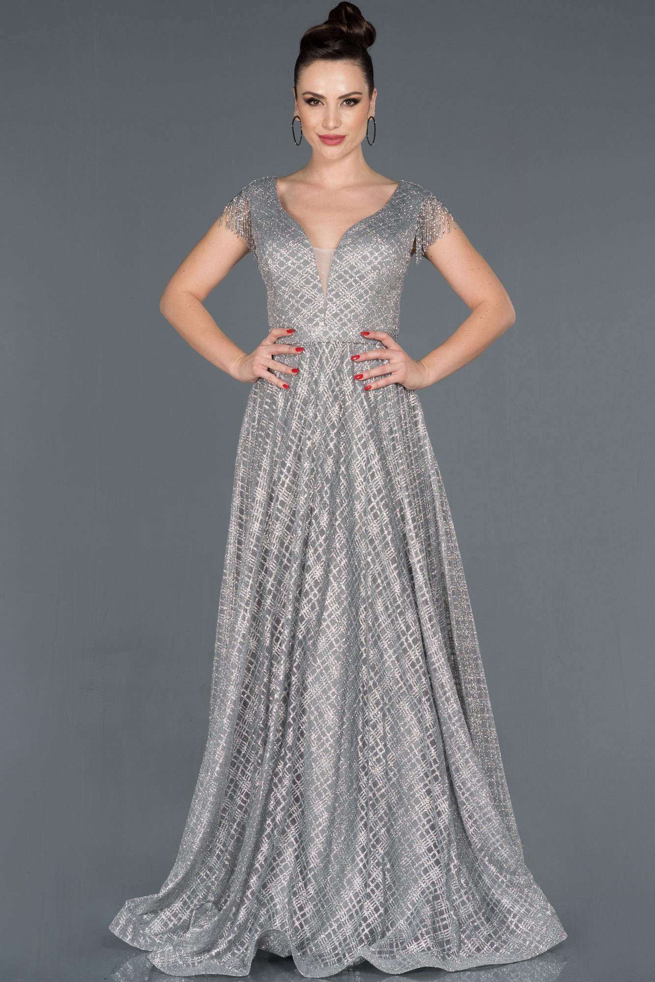 Gri Püskül Detaylı Simli Nişan Elbisesi