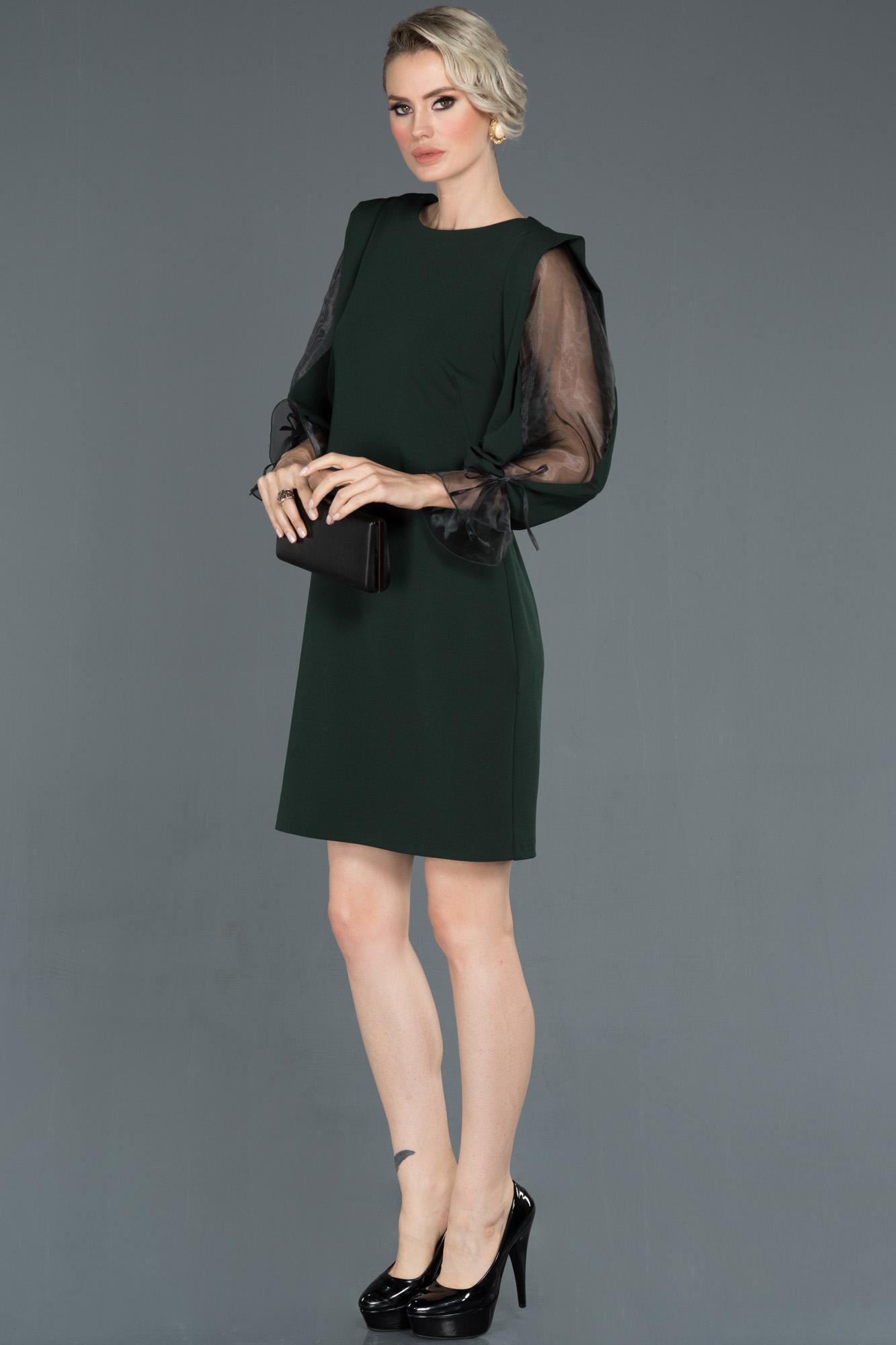 Kısa Yeşil Dekoltesiz Davet Elbisesi