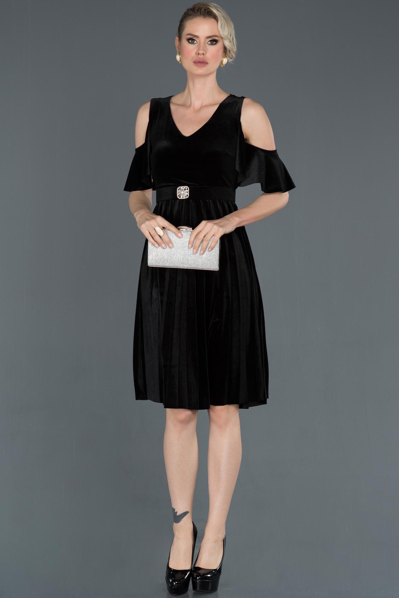 Siyah V Yaka Kemerli Ateş Pile Kadife Elbise