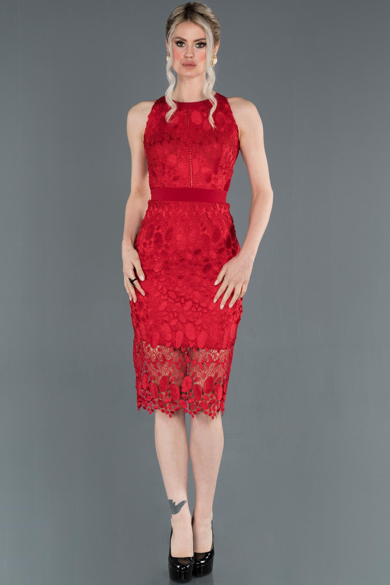 Kırmızı Kısa Dantelli Dekoltesiz Davet Elbisesi