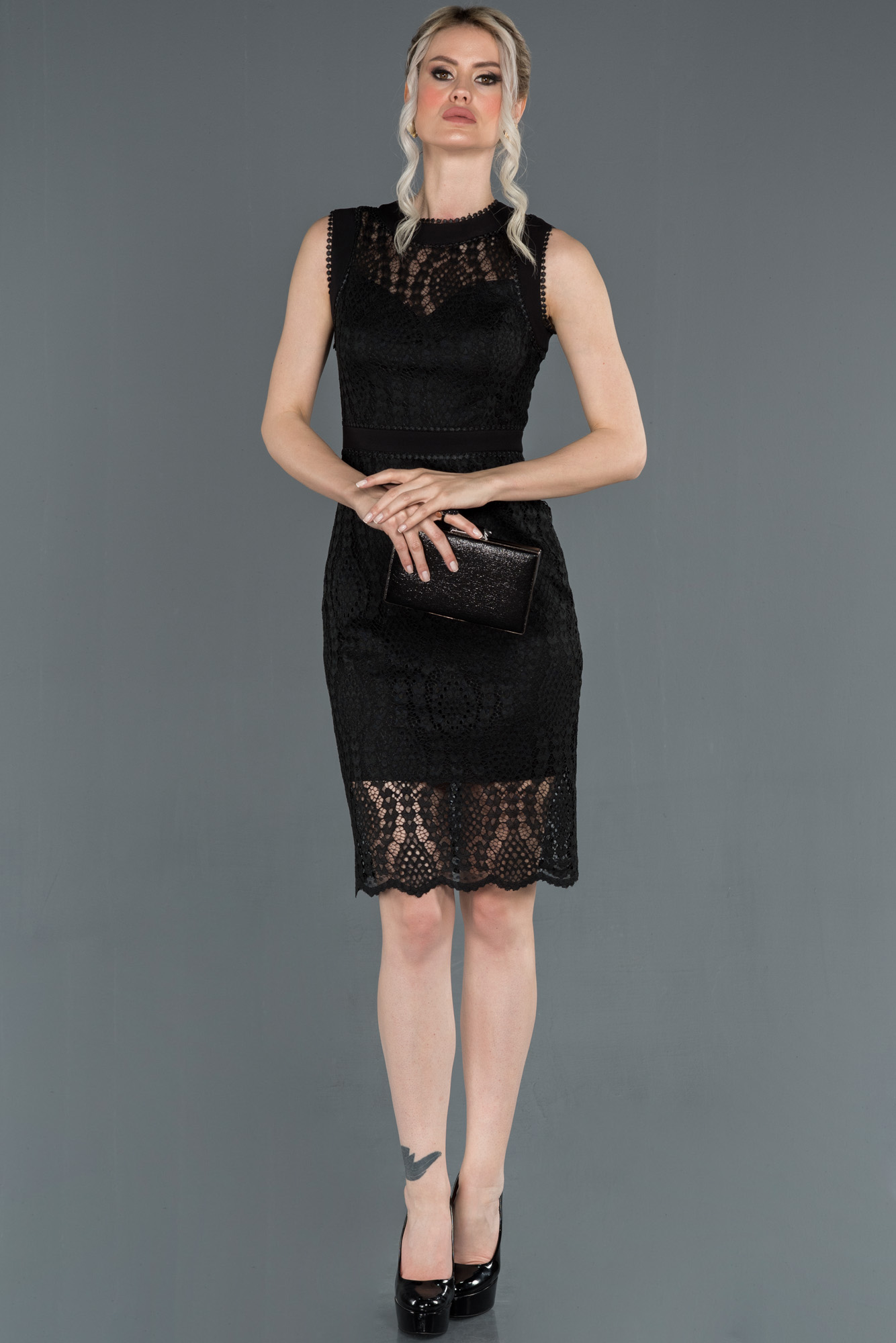 Siyah Güpürlü Dekoltesiz Davet Elbisesi