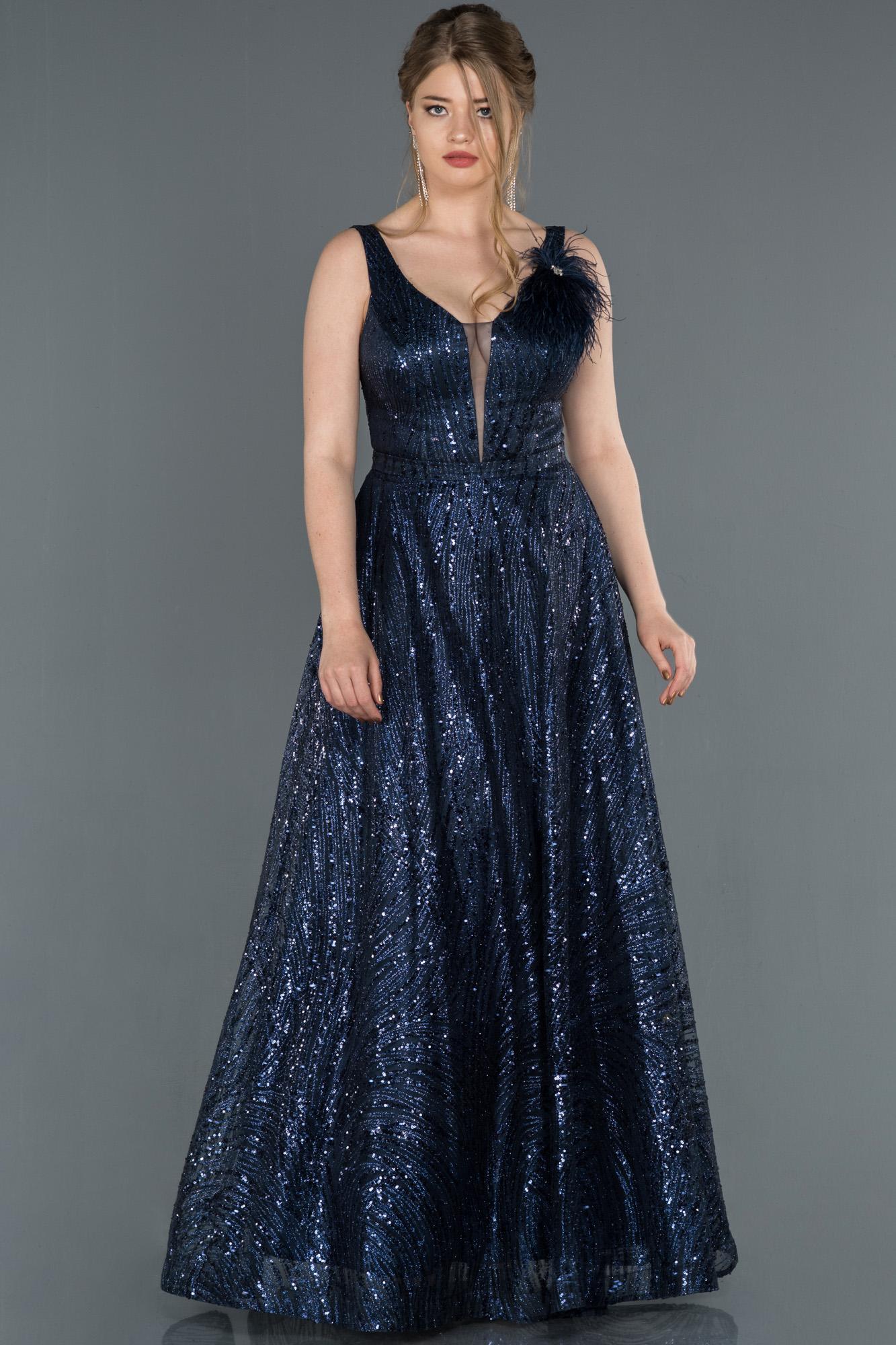 Lacivert Uzun Otriş Detaylı Pullu Abiye Elbise