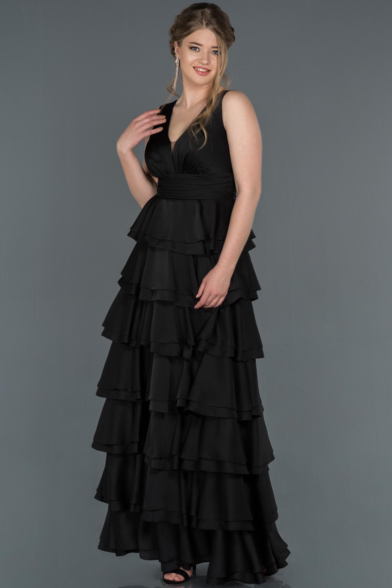 Siyah V Yaka Etekleri Katlı Saten Abiye Elbise