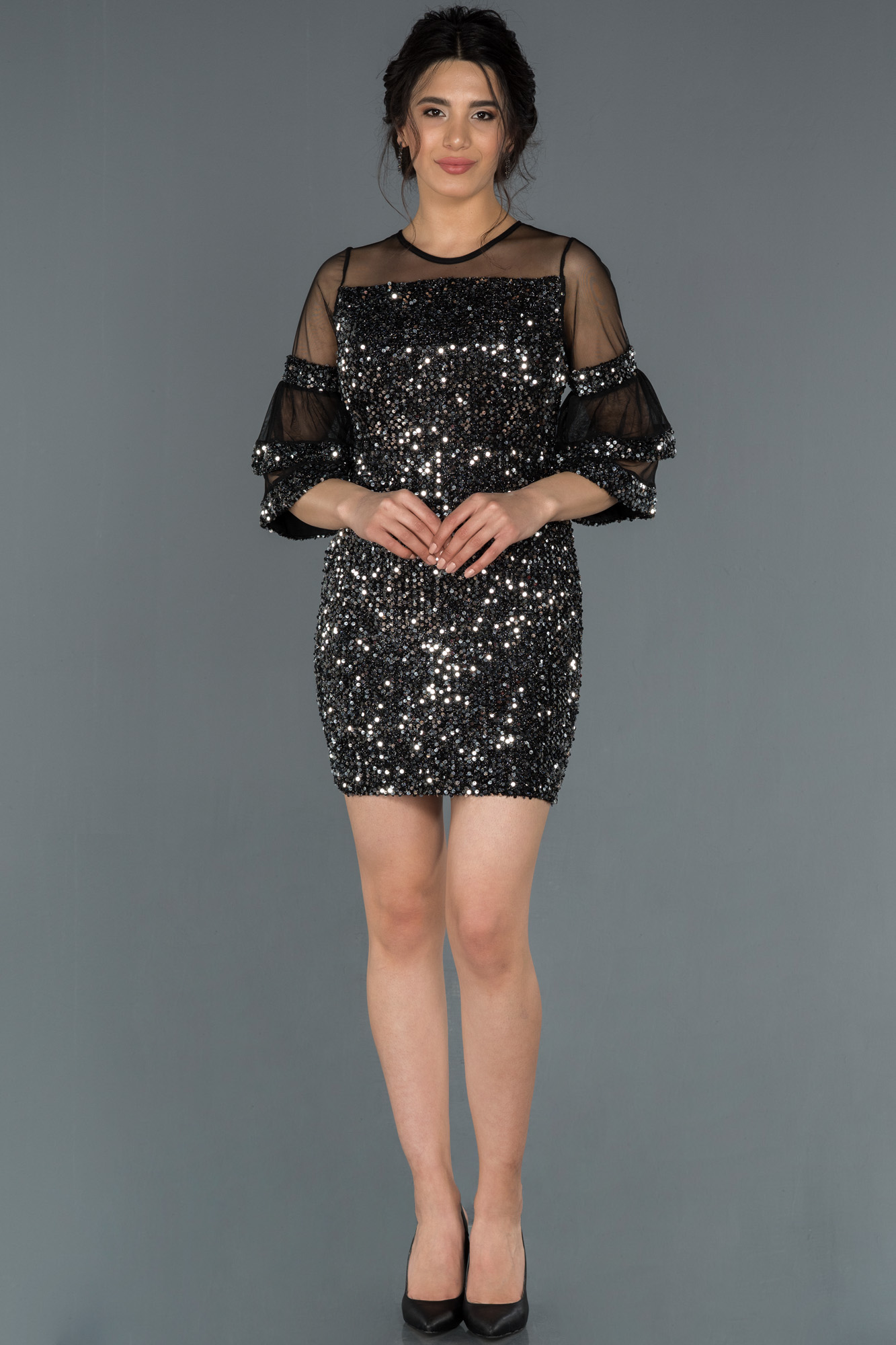 Siyah-Gümüş Kısa Pullu Davet Elbisesi