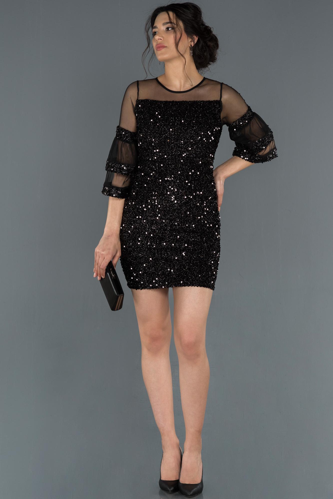 Siyah Kısa Pullu Davet Elbisesi