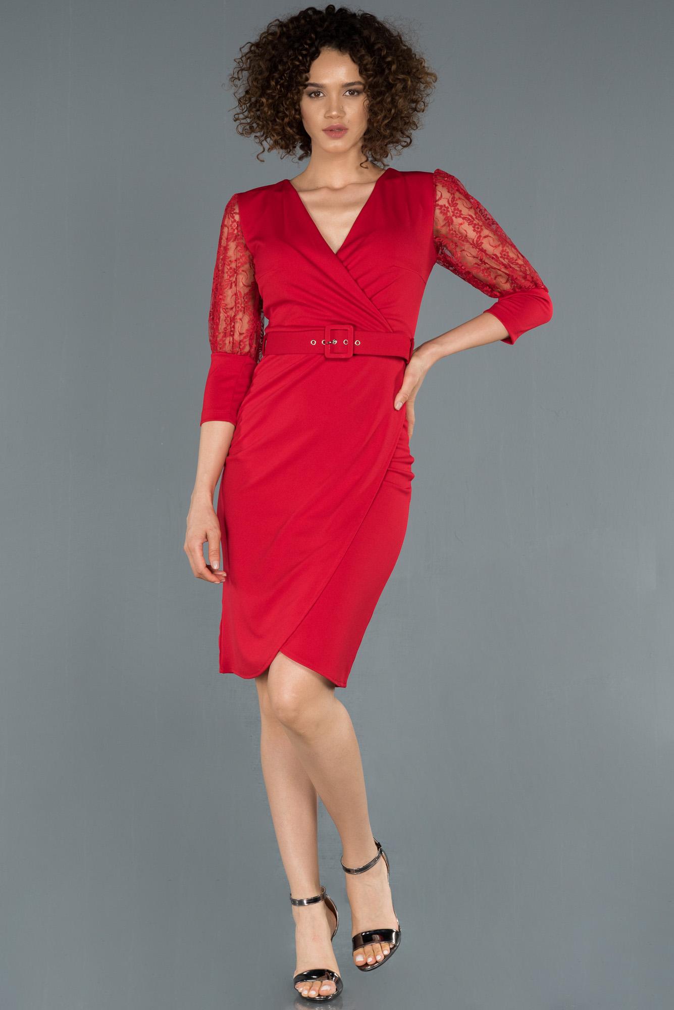 Kırmızı Kruvaze Yaka Transparan Detaylı Davet Elbisesi