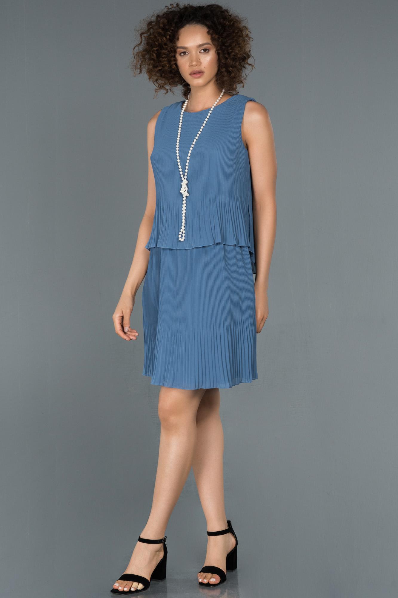 Indigo Kolye Detaylı Kısa Şifon Davet Elbisesi