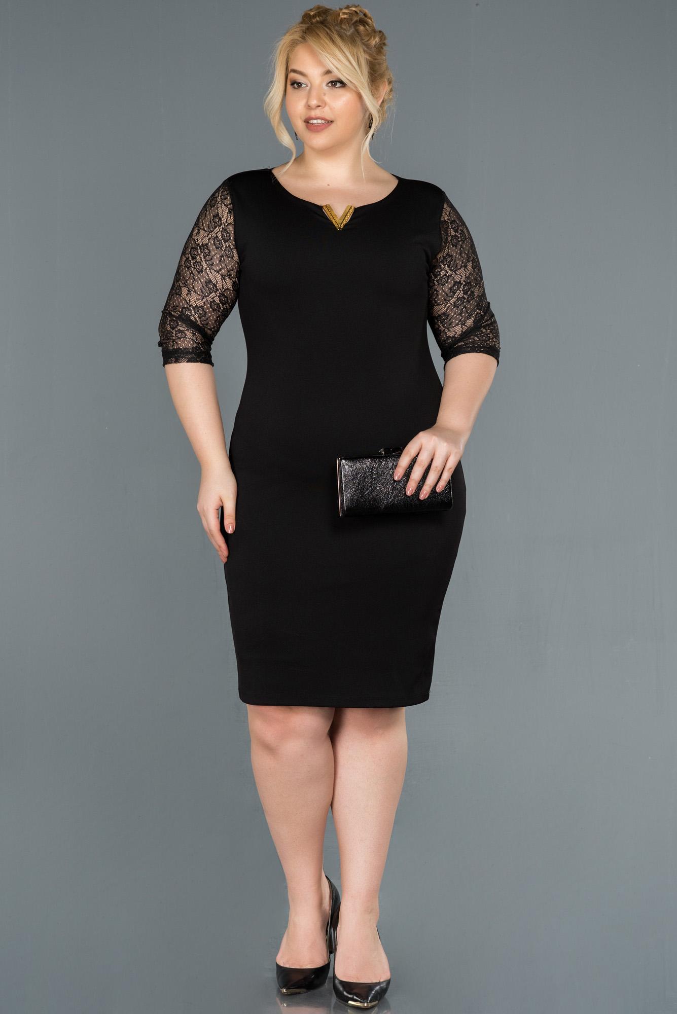 Kısa Siyah Işlemeli Büyük Beden Elbise