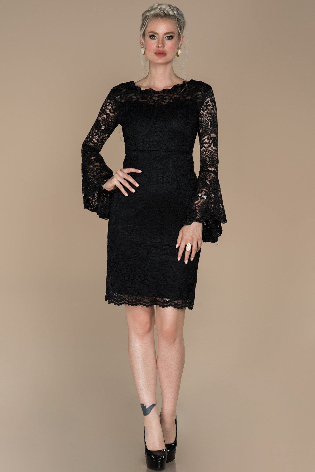 Siyah Güpürlü Uzun Kollu Davet Elbisesi