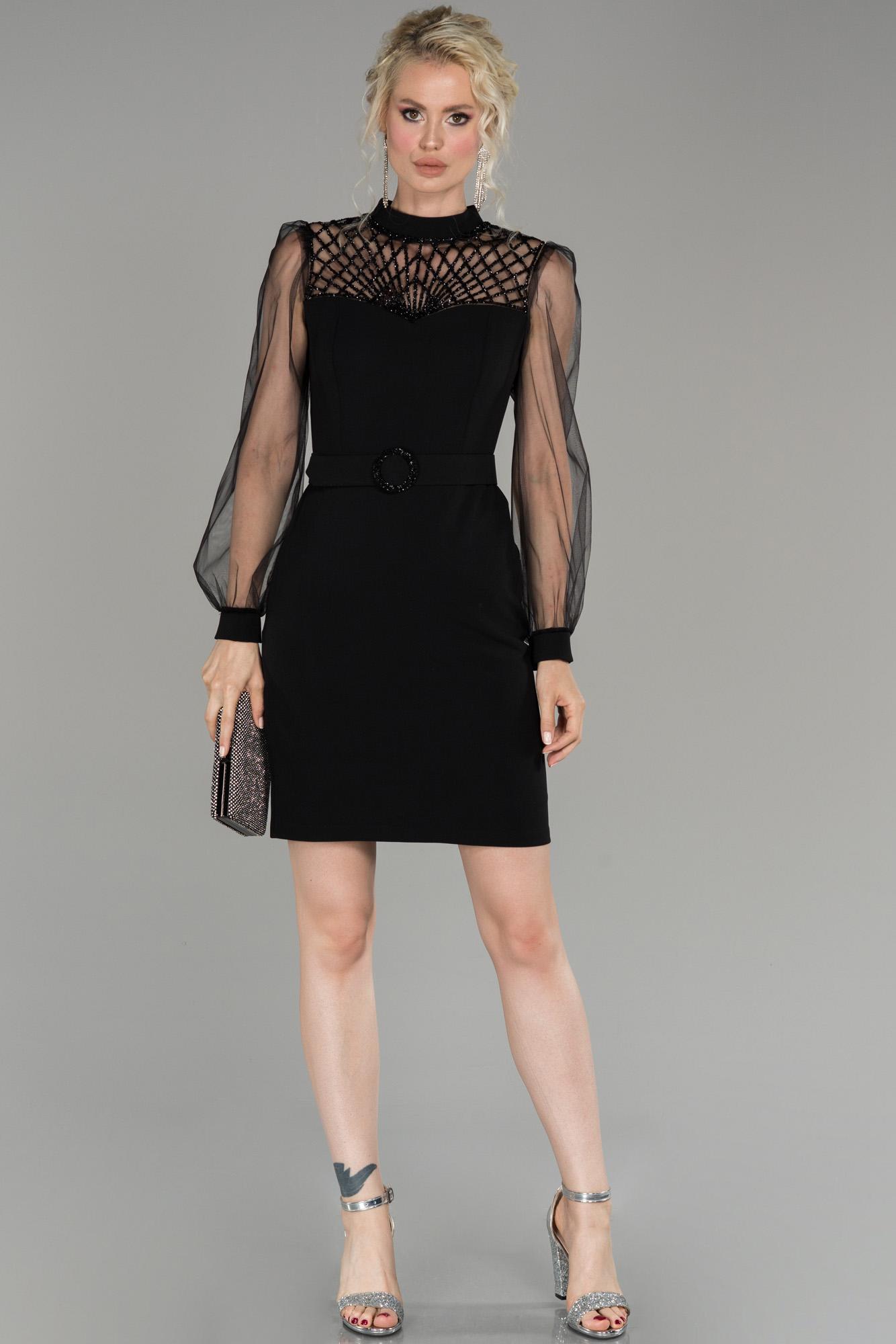 Siyah Transparan Kol Taş Işlemeli Davet Elbisesi