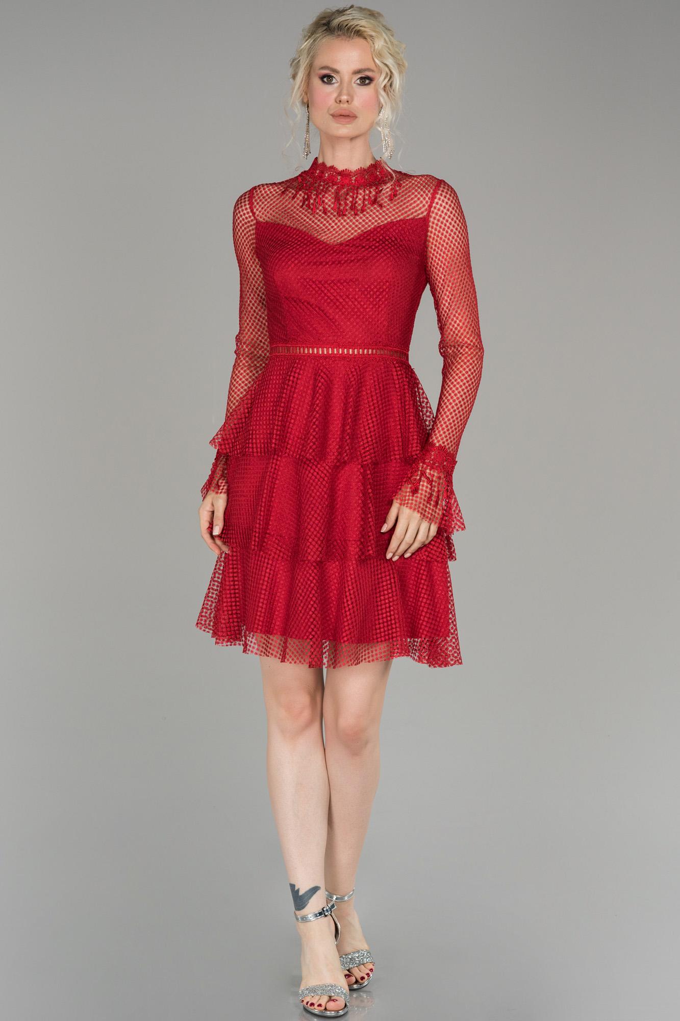 Kırmızı Kısa Güpürlü Mezuniyet Elbisesi
