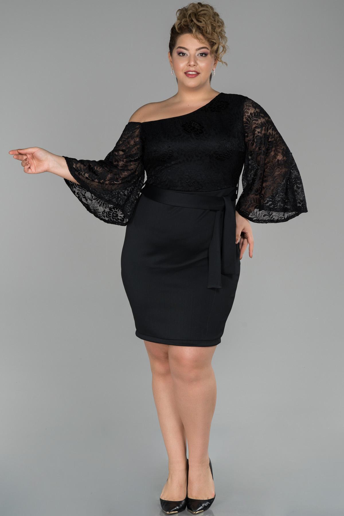 Siyah Kısa Omuz Dekolteli Dantel Detaylı Büyük Beden Elbise
