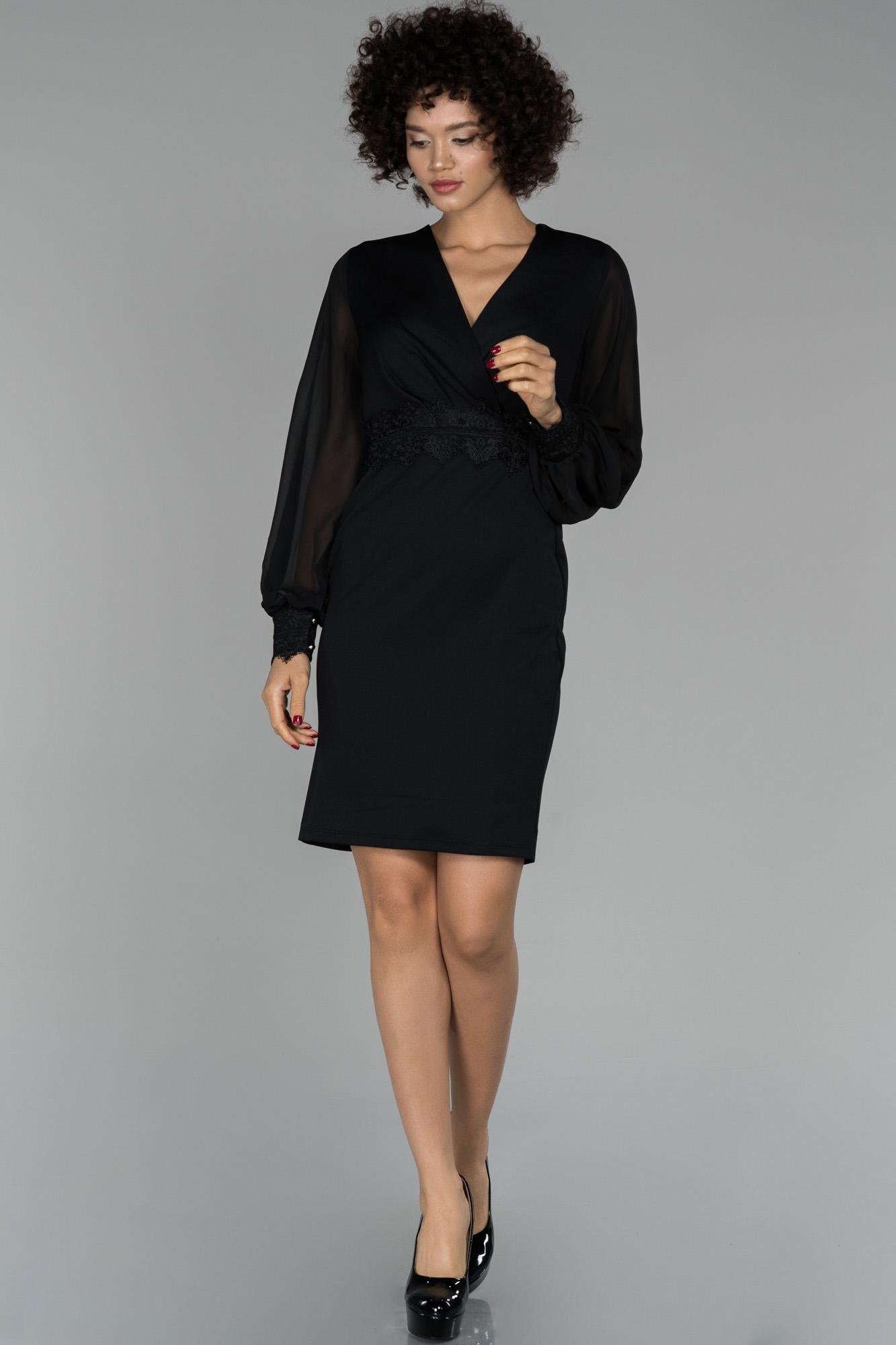 Siyah Balon Kol Kruvaze Yaka Güpür Işlemeli Davet Elbisesi