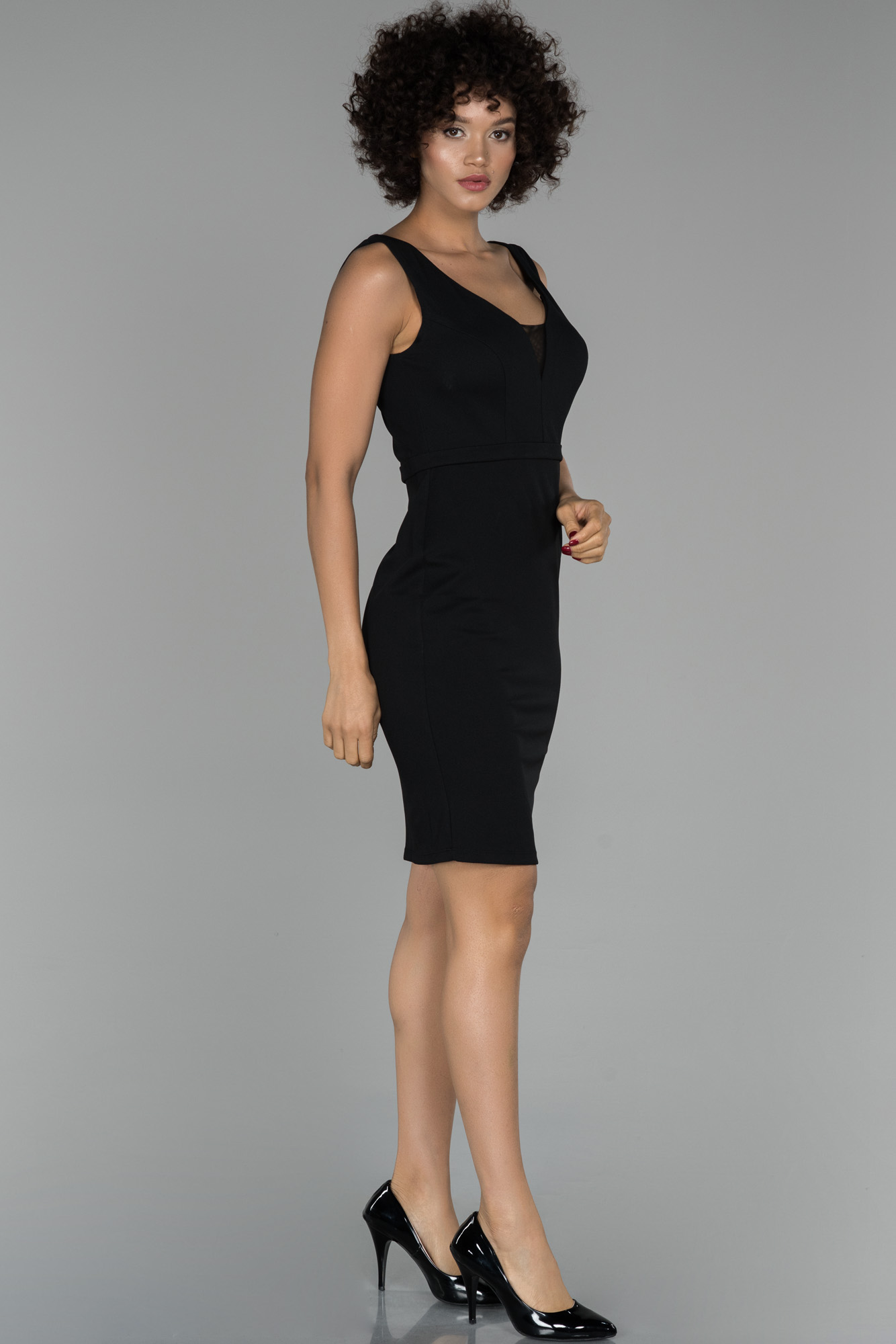 Siyah Kısa V Yaka Davet Elbisesi