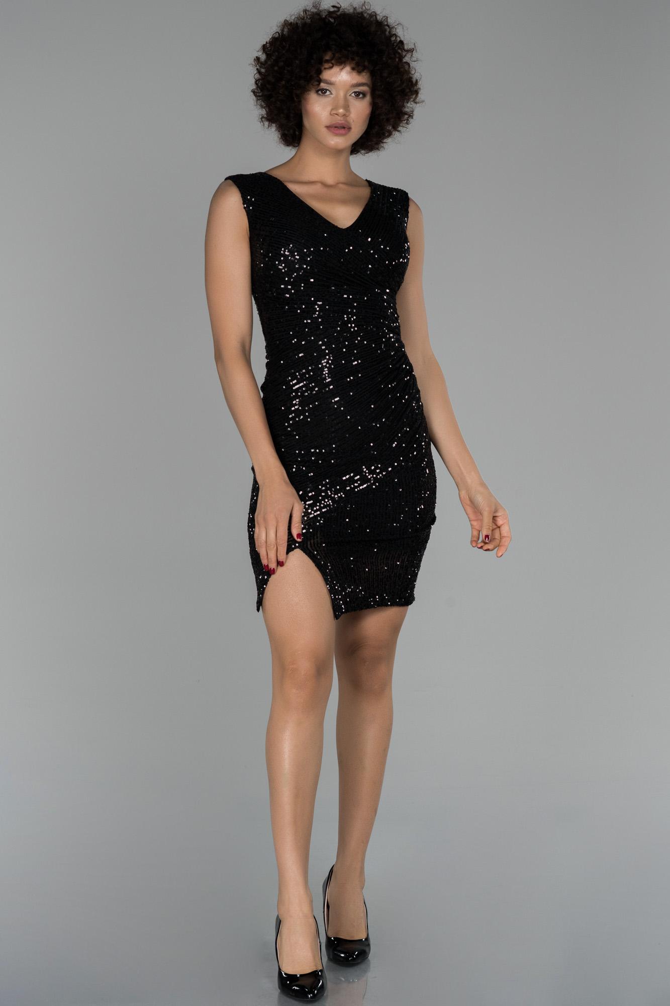 Siyah Mini Pul Payet Işlemeli Yırtmaç Detaylı Davet Elbisesi