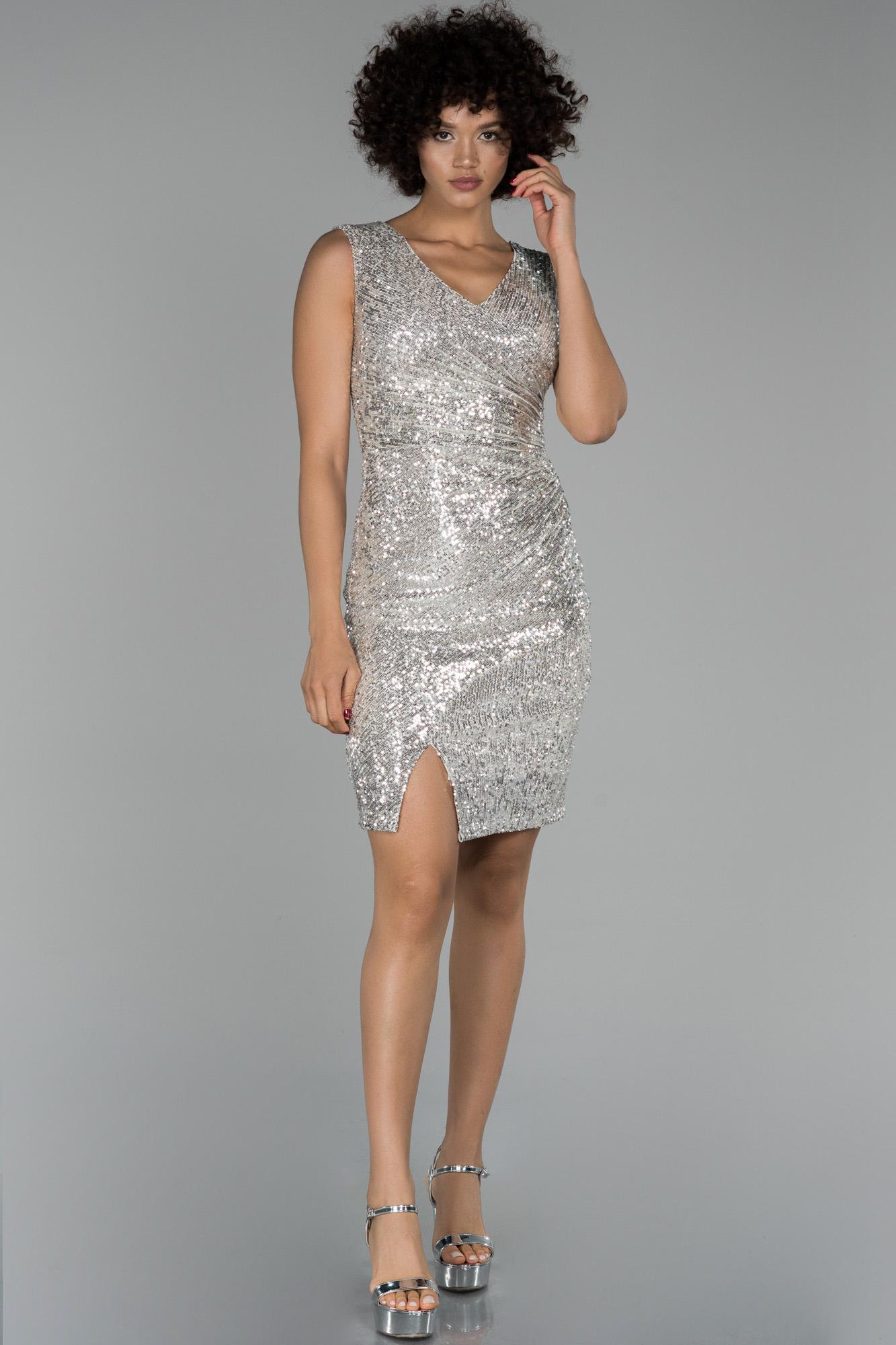 Vizon Mini Pul Payet Işlemeli Yırtmaç Detaylı Davet Elbisesi