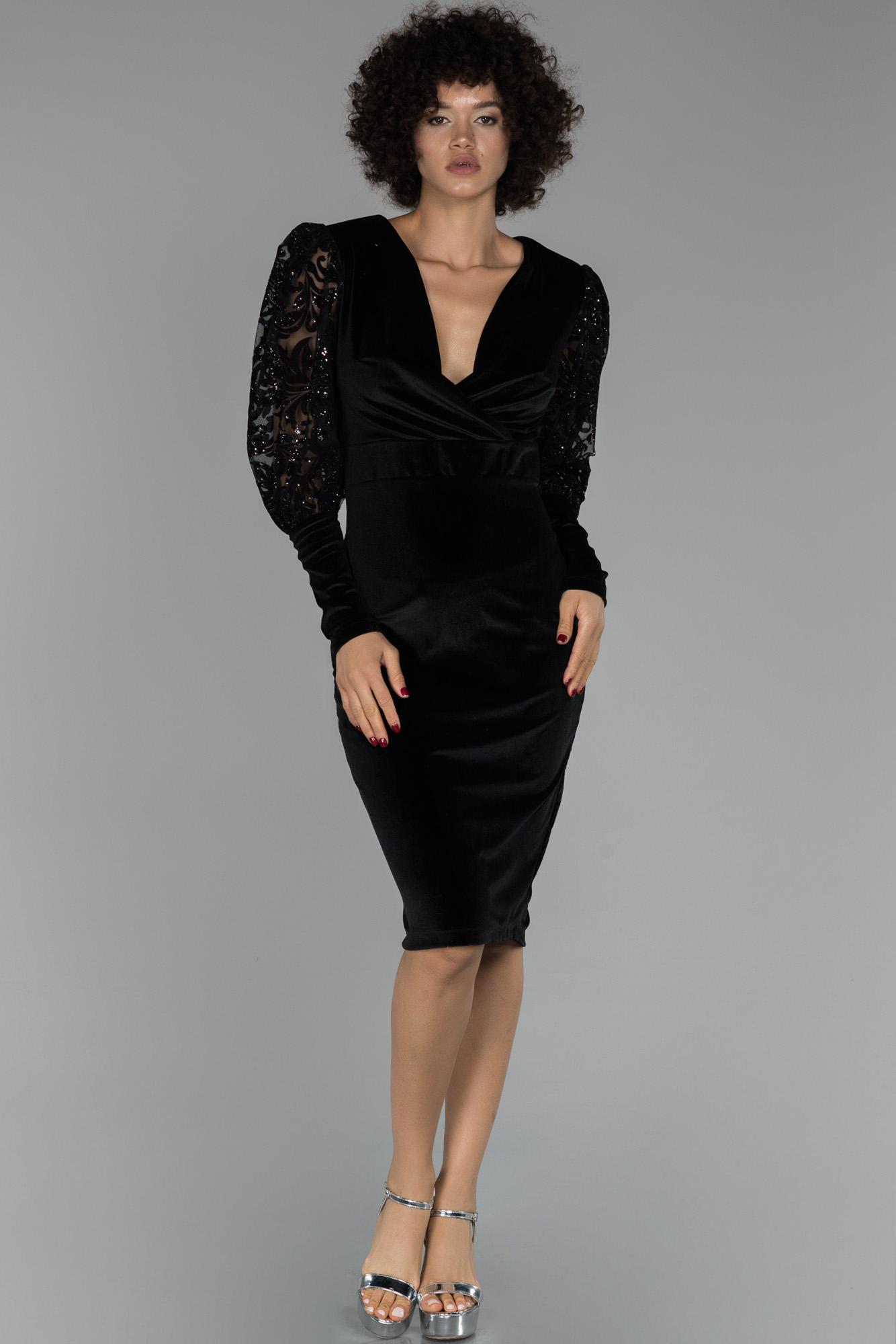 Siyah Kruvaze Yaka Kol Detaylı Kadife Abiye Elbise