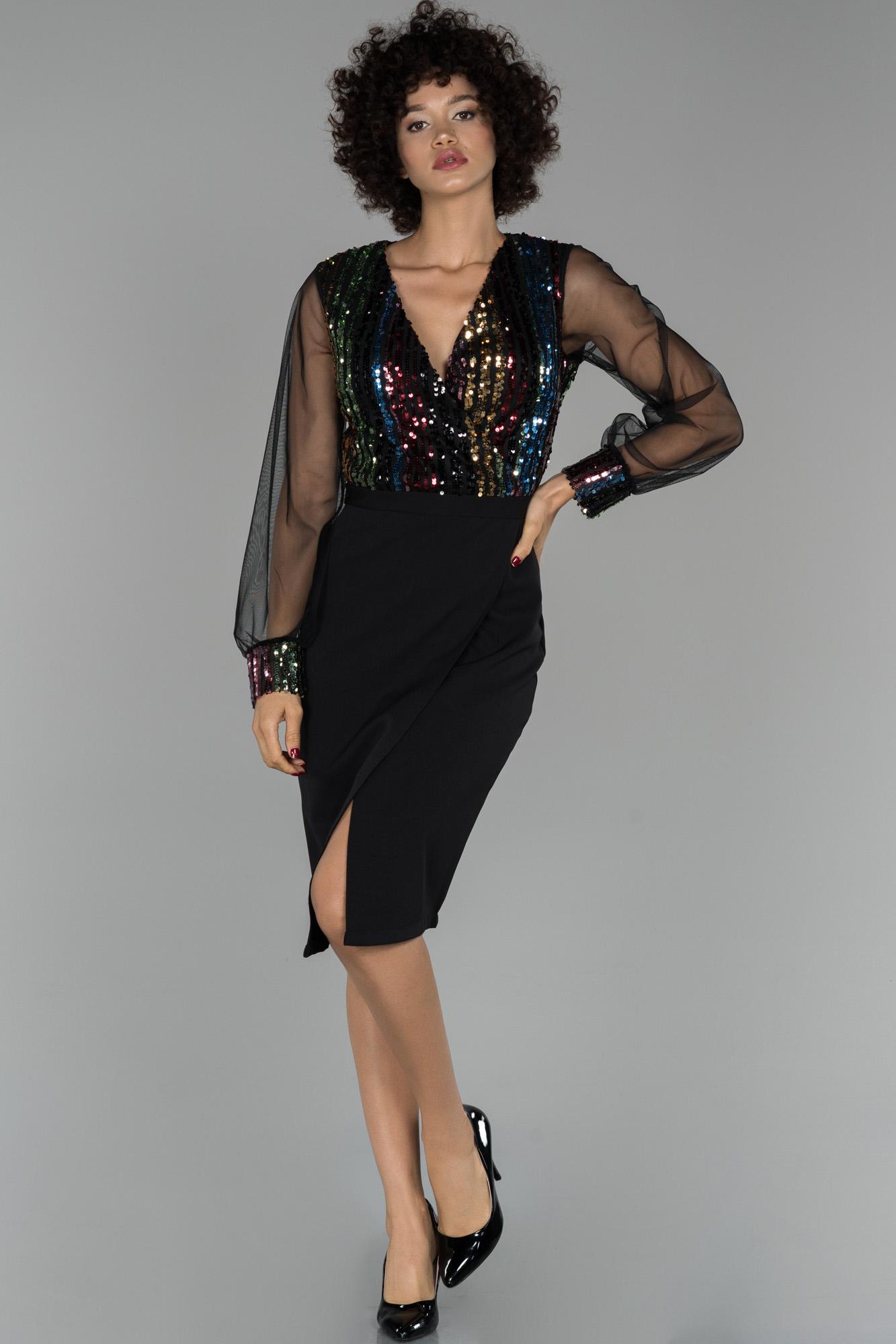 Siyah Kısa Kruvaze Yaka Balon Kol Davet Elbisesi