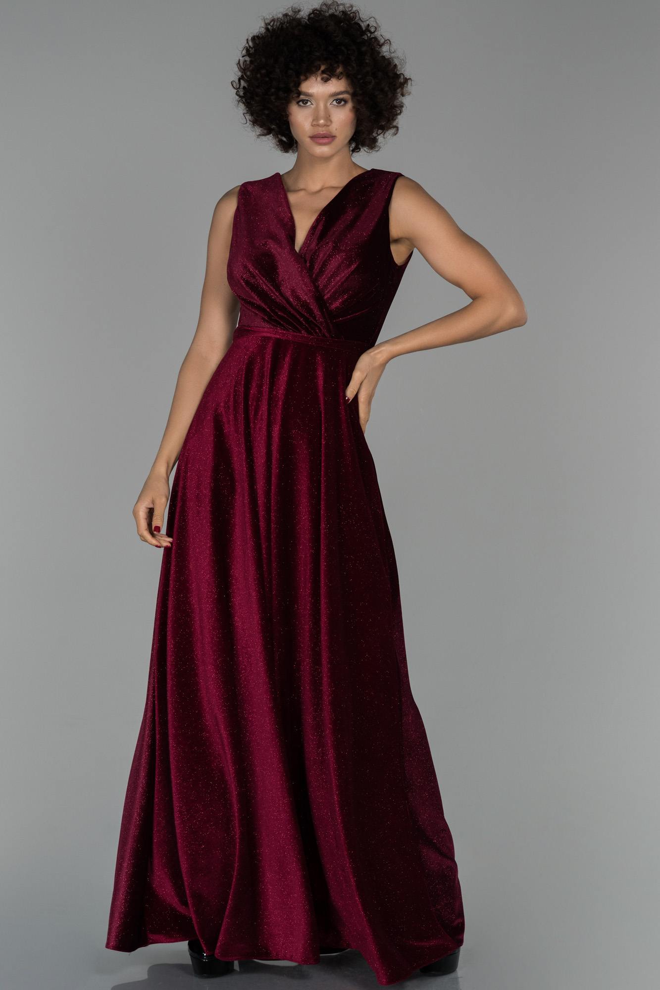 Bordo Uzun Kruvaze Yaka Sim Detaylı Kadife Abiye Elbise