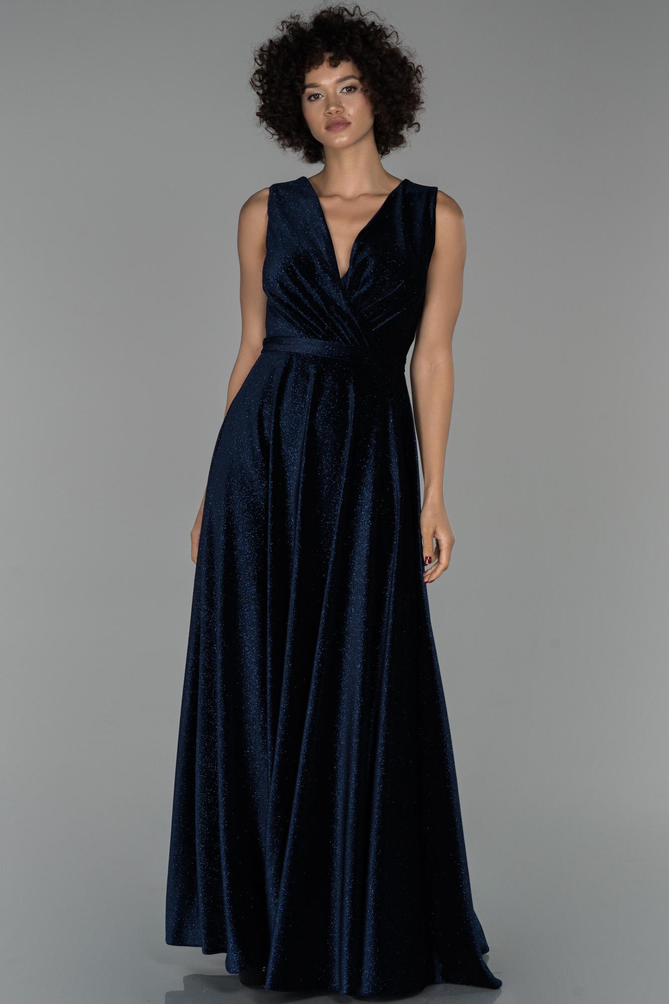 Lacivert Uzun Kruvaze Yaka Sim Detaylı Kadife Abiye Elbise