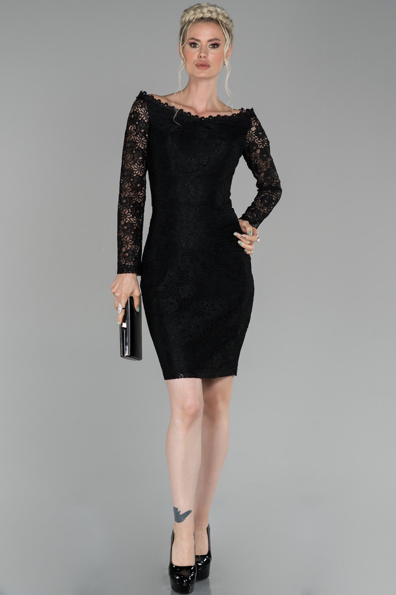 Siyah Kısa Kayık Yaka Güpürlü Davet Elbisesi
