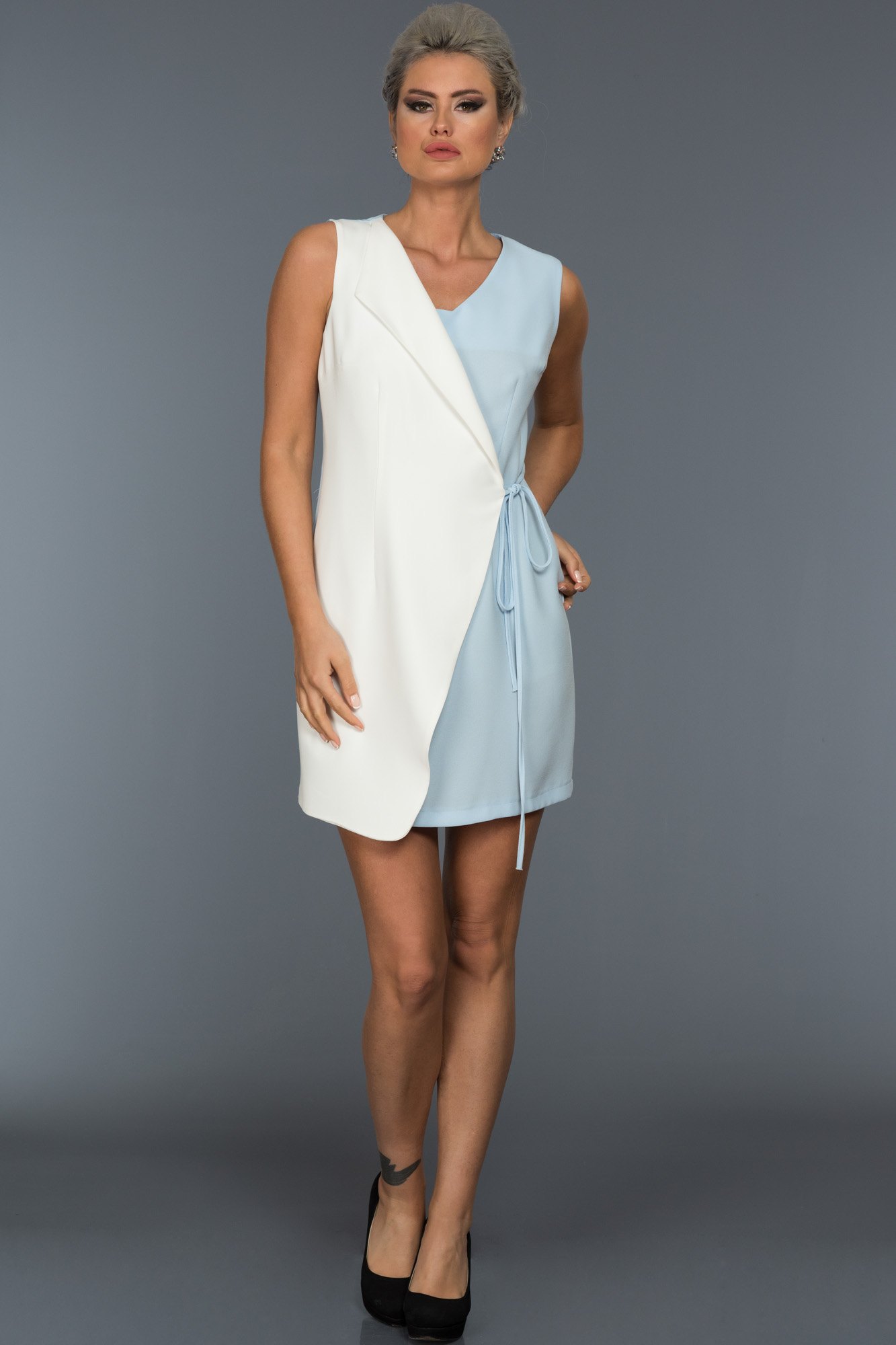 Kısa Mavi-Beyaz Iki Renk Elbise