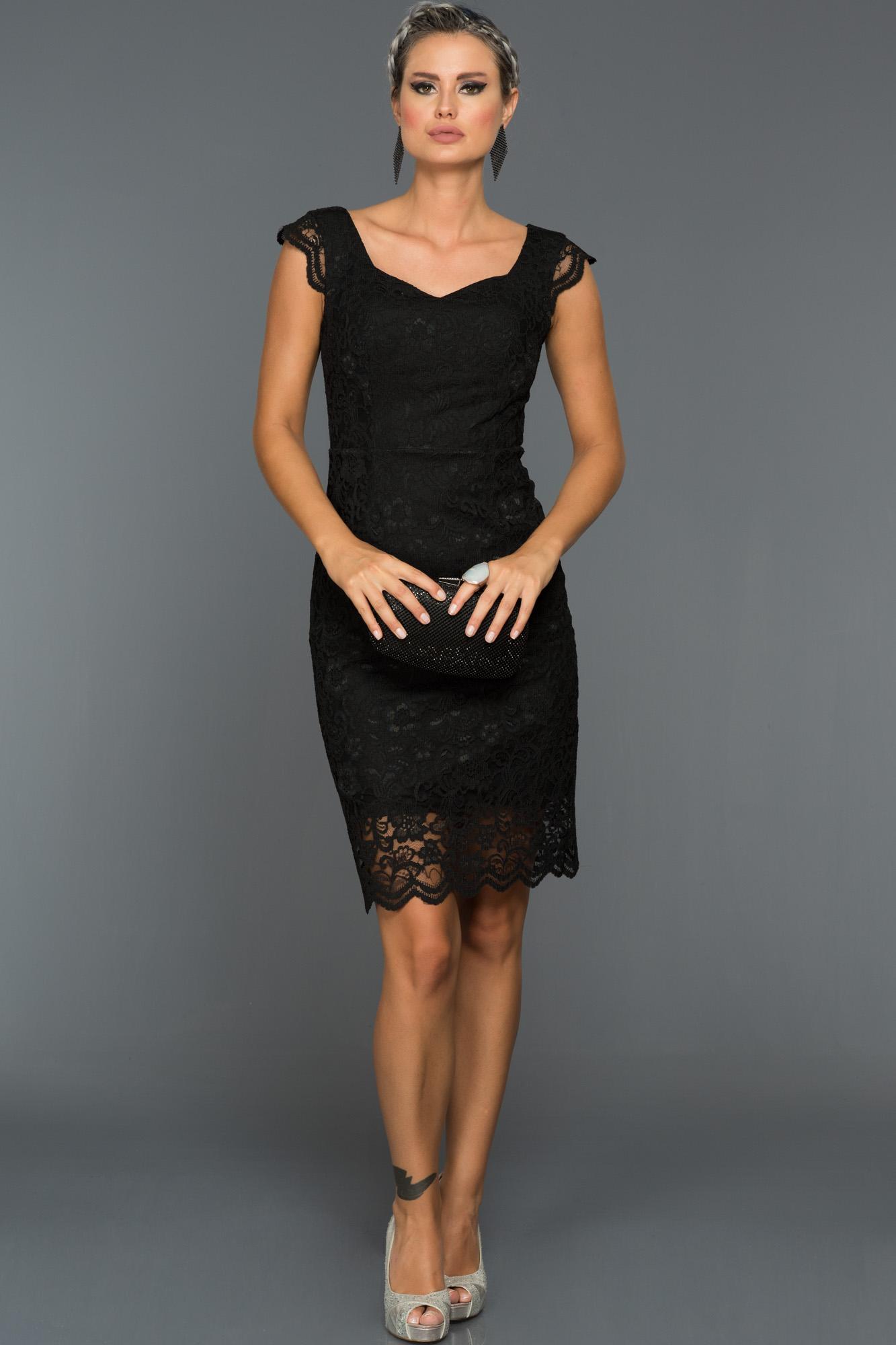 Siyah Dantelli Kısa Elbise