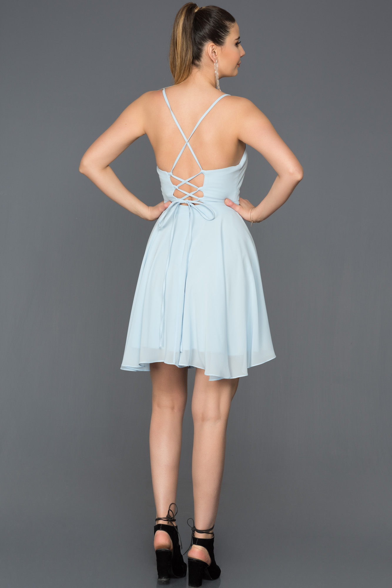 Mavi Sırt Dekolteli Şifon Elbise