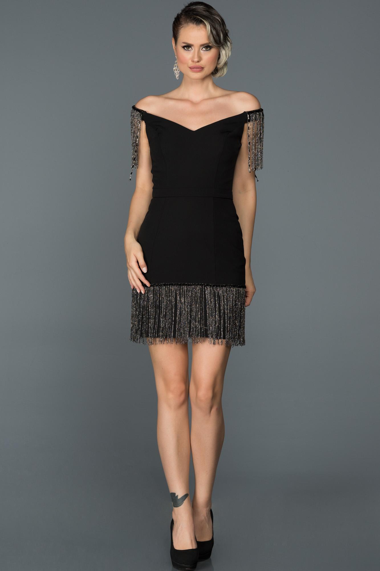 Siyah Püsküllü Davet Elbisesi