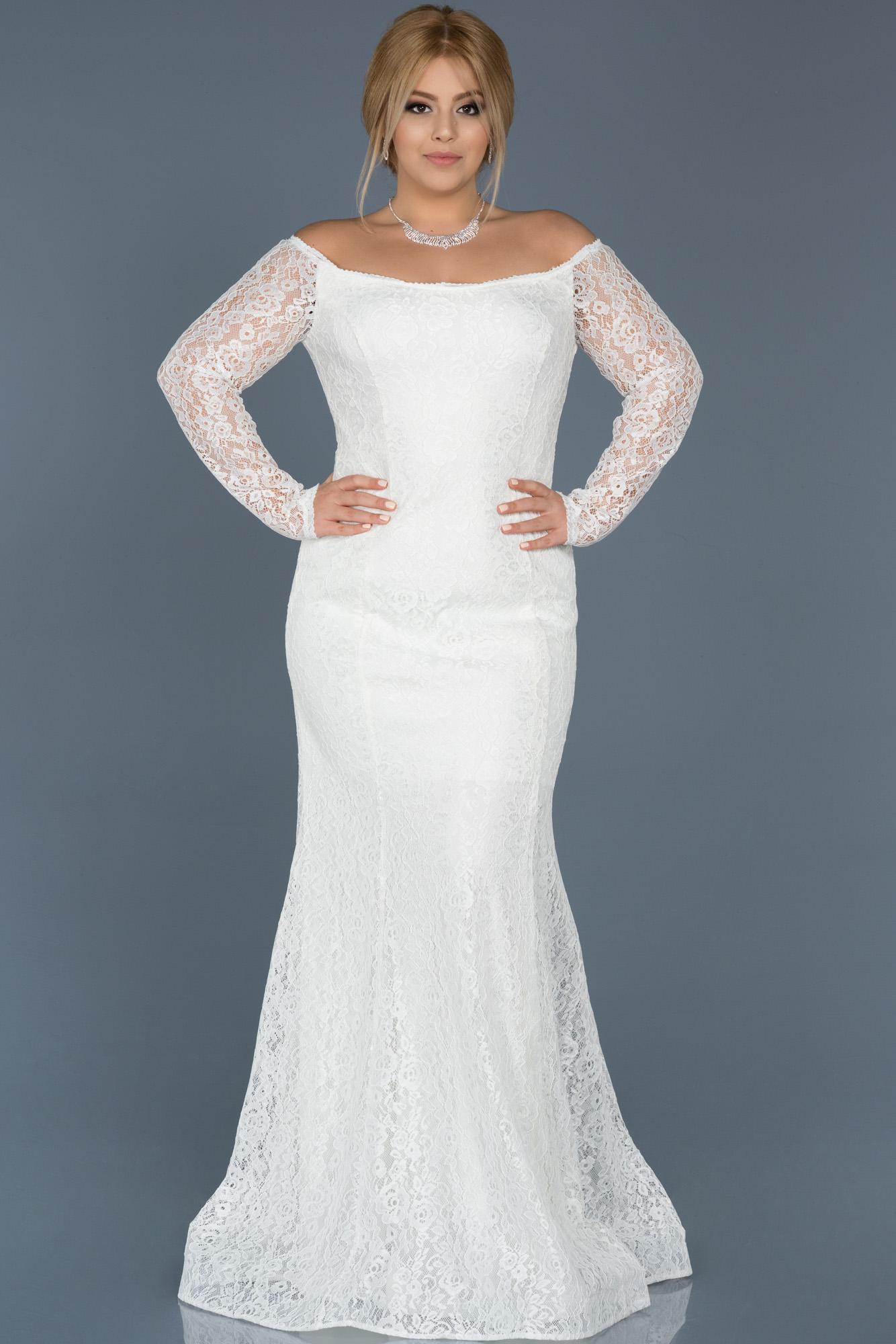 Beyaz Dantelli Büyük Beden Elbise
