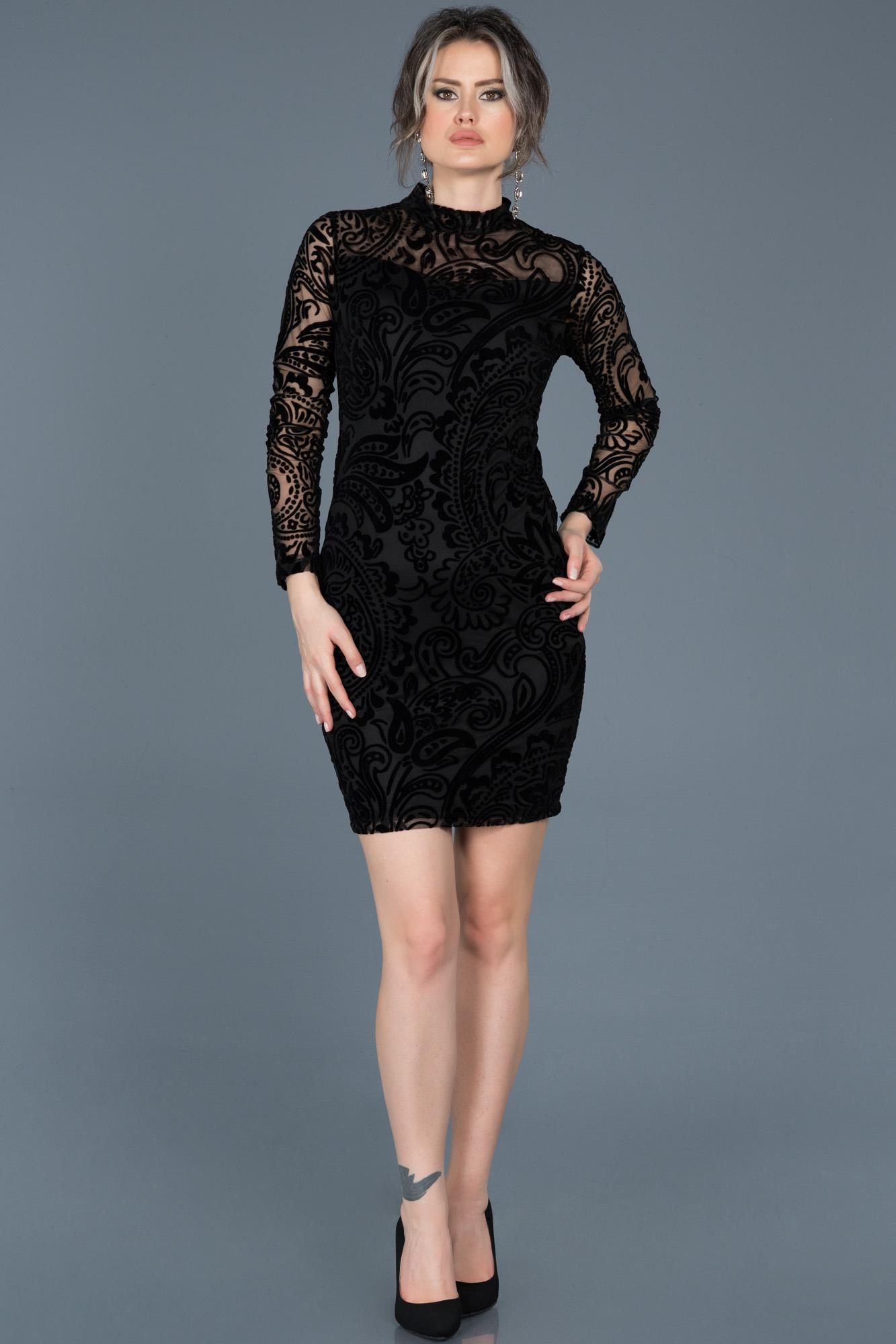 Siyah Desenli Kadife Davet Elbisesi