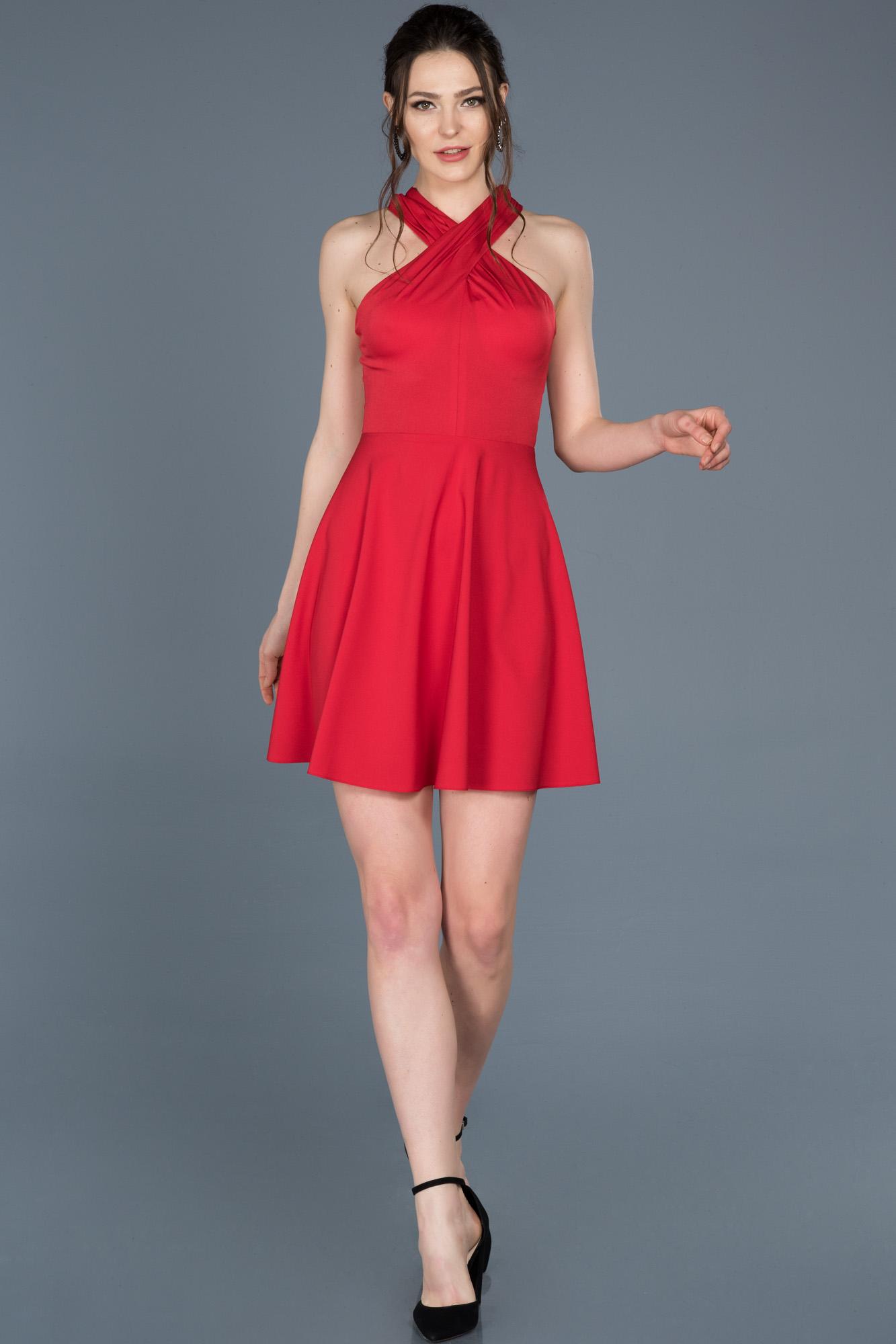 Kırmızı Kısa Sırt Dekolteli Davet Elbisesi