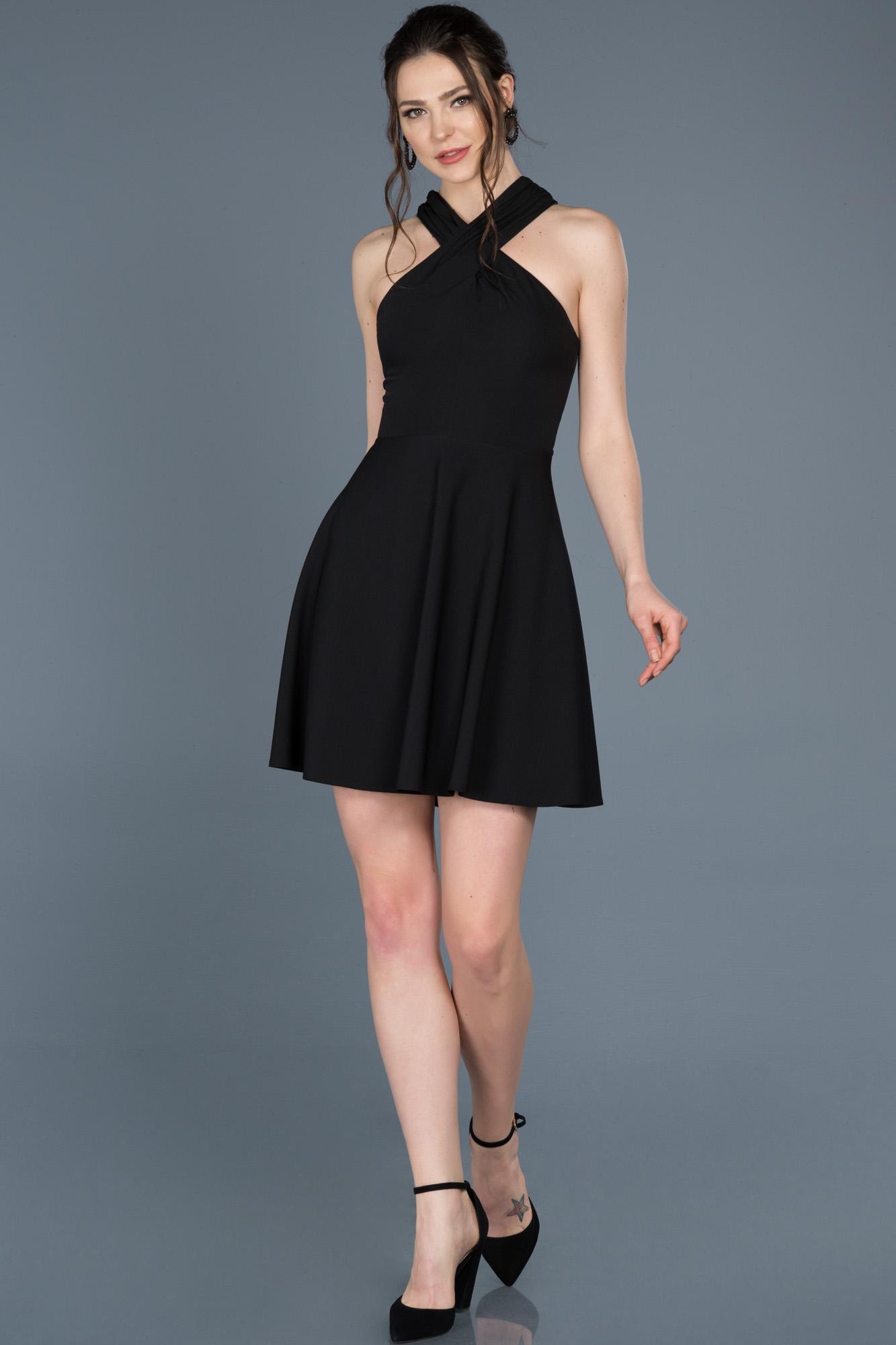 Siyah Kısa Sırt Dekolteli Davet Elbisesi