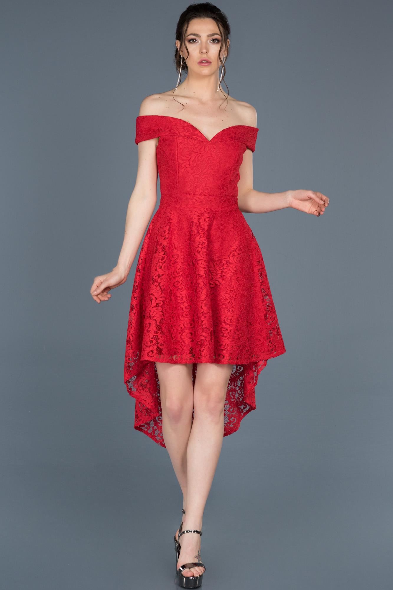 Kırmızı Önü Kısa Arkası Uzun Güpürlü Davet Elbisesi
