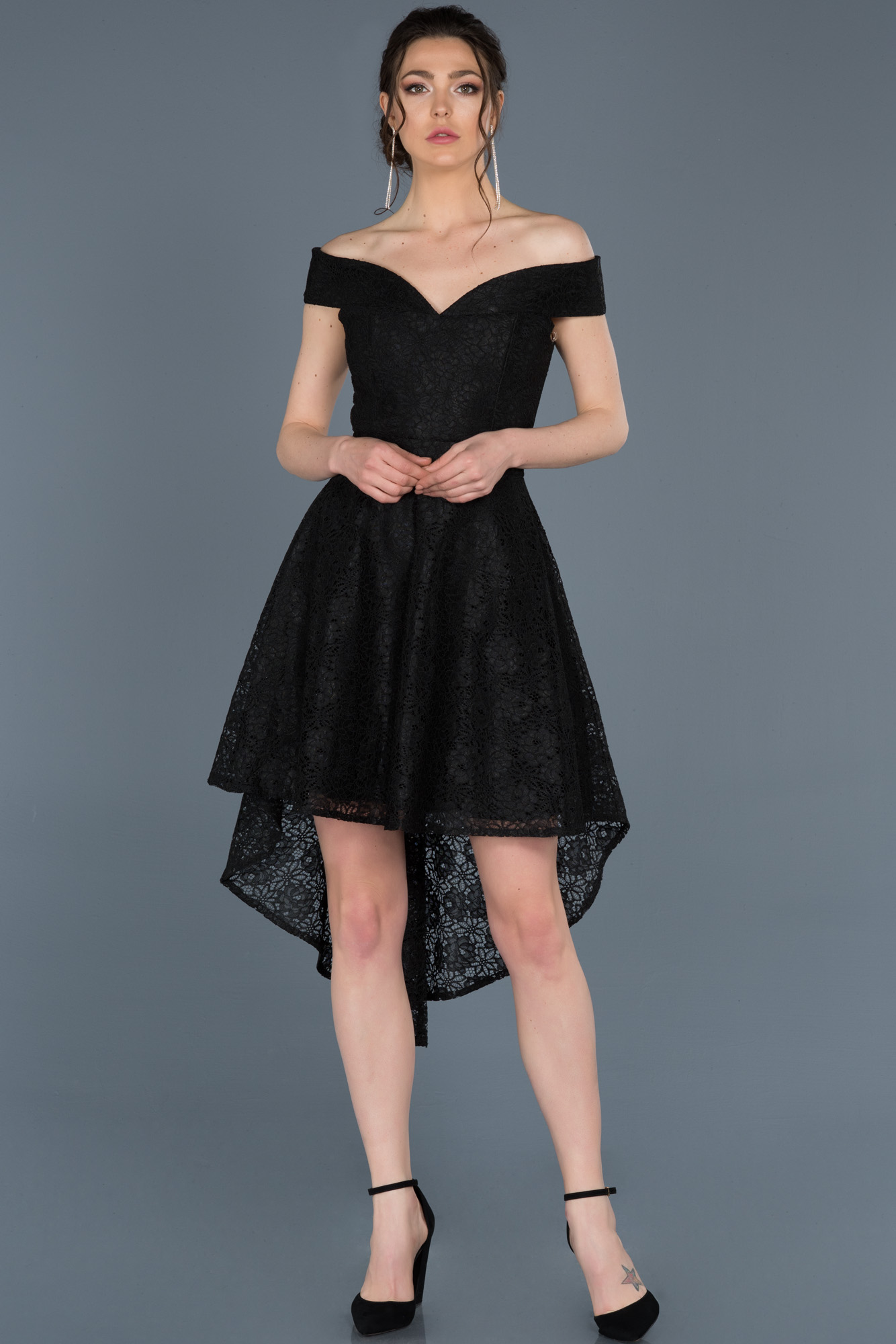 Siyah Önü Kısa Arkası Uzun Güpürlü Davet Elbisesi